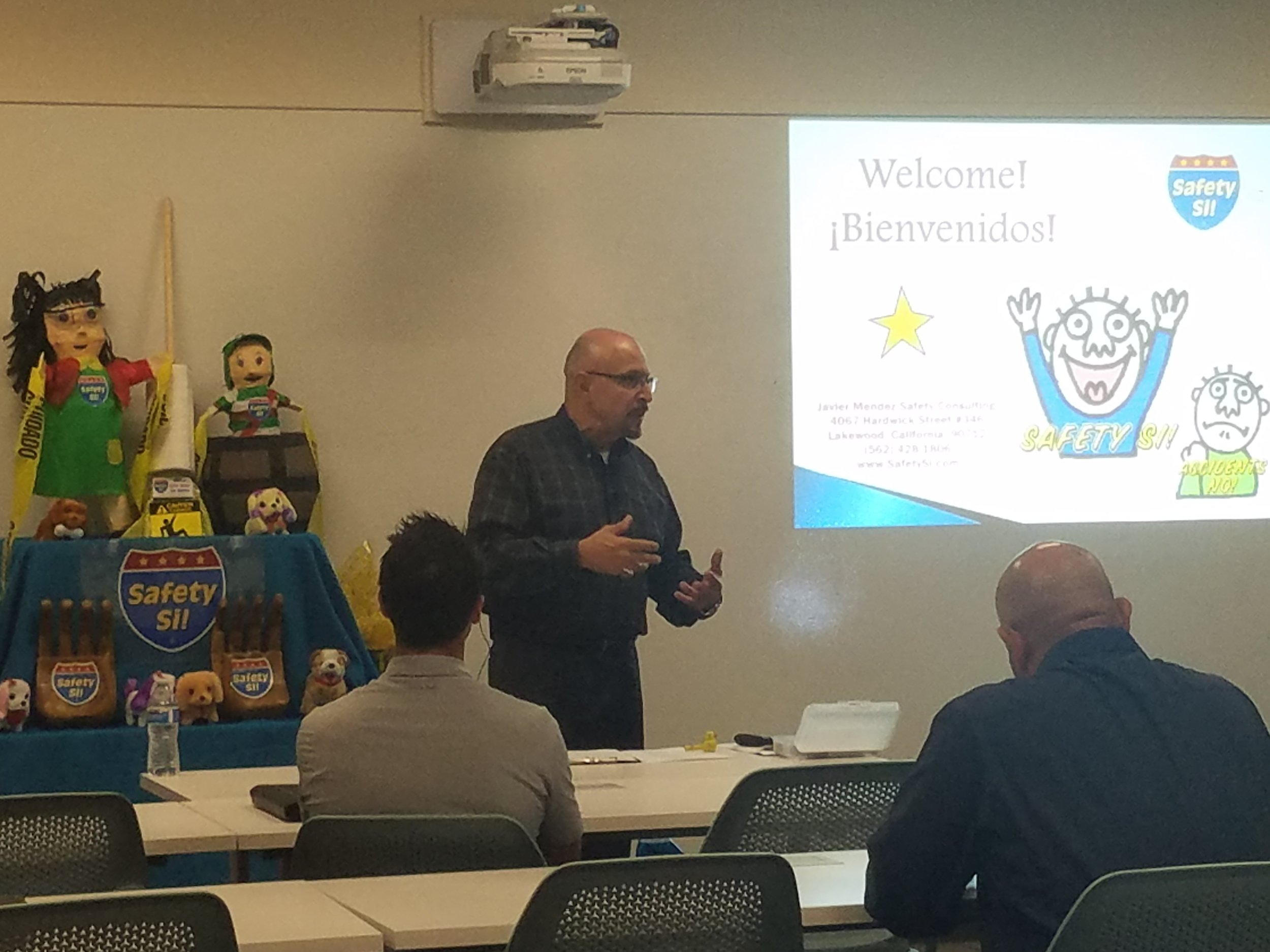 Javier Mendez speaking in front of crowd at the Safety Si! workshop on Friday, April 27, 2018.