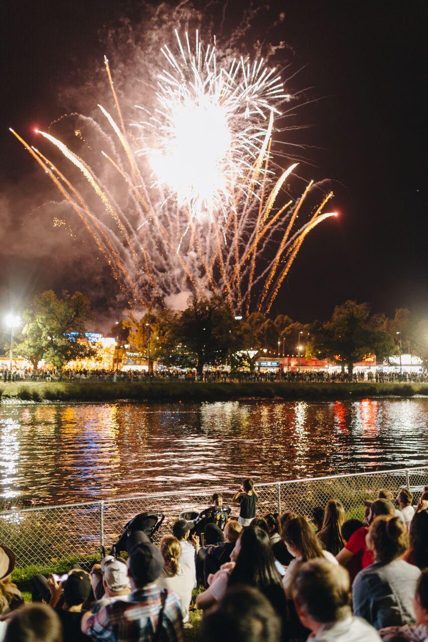 moomba-2017-fireworks-2.jpg
