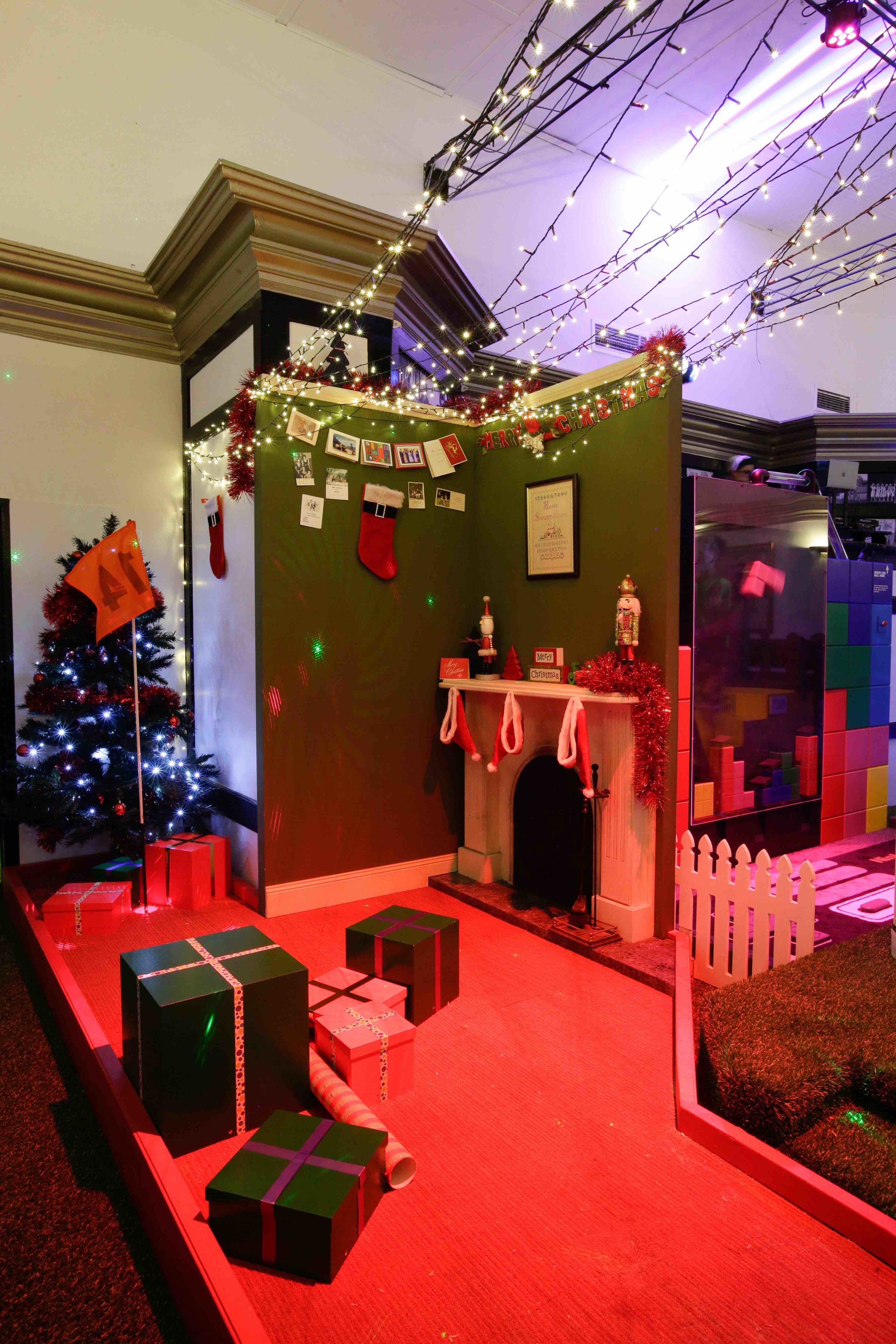 holey-moley-golf-club-launch-2017-interior-o-christmas-tree-2.jpeg