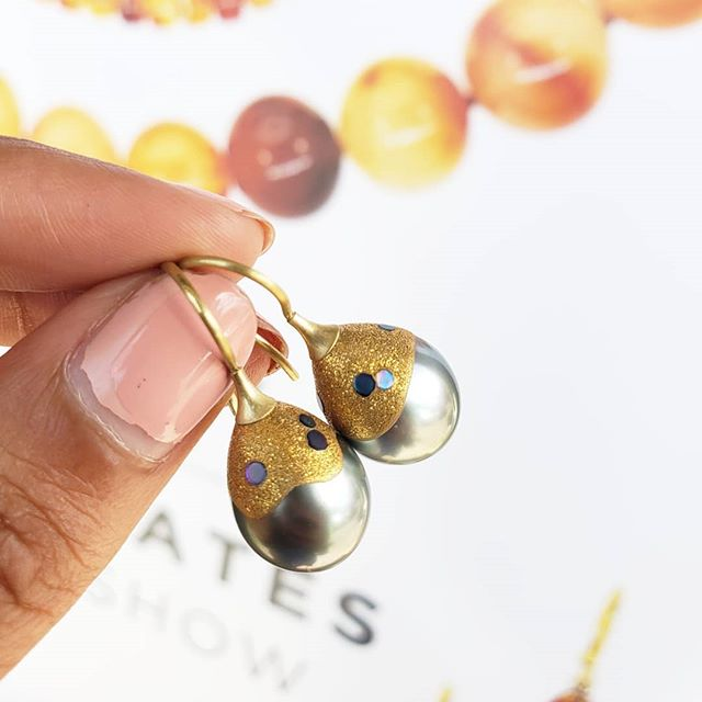 Last day to get these beautiful #vickybates abalone pearl earrings at our @stevenbattellejewelry & vicky bates trunk show!!