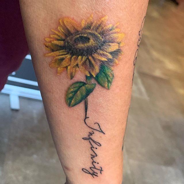 Fun tattoo. www.revupink.com #sunflower  #sunflowertattoo #colortattoo #infinity