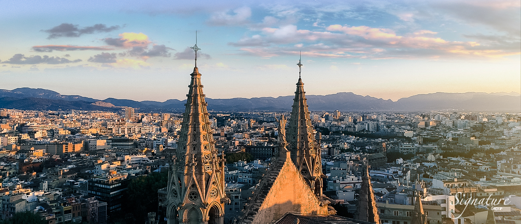 Catedral de Mallorca overlooking the Tramuntana mountain range