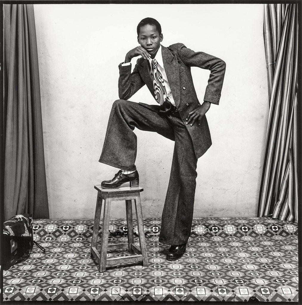 22.-Malick-Sidibé-Un-jeune-gentleman-1978-1013x1024.jpg