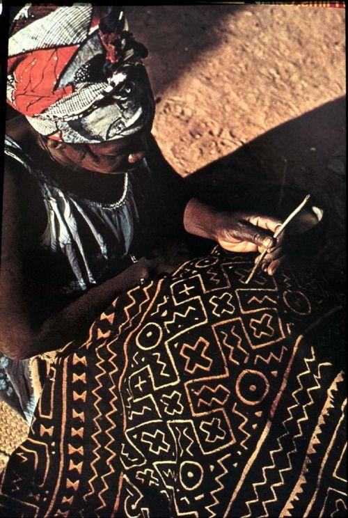 e3a2872e2c07d24672ccb830806a8f80--textile-dyeing-african-artists.jpg