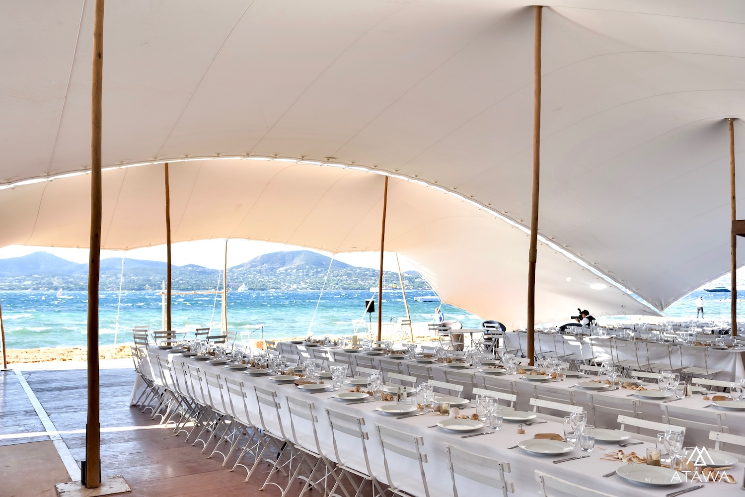 Article_Atawa_location_tente_mobilier_evenement_mariage_a_st_tropez_5.jpg