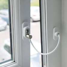 Cable restrictor (key operated)