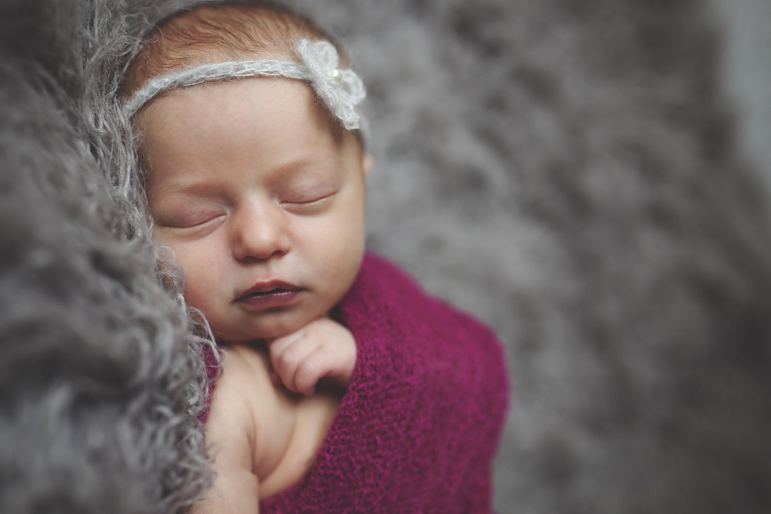 Olivia Burger Newborn_0024.jpg