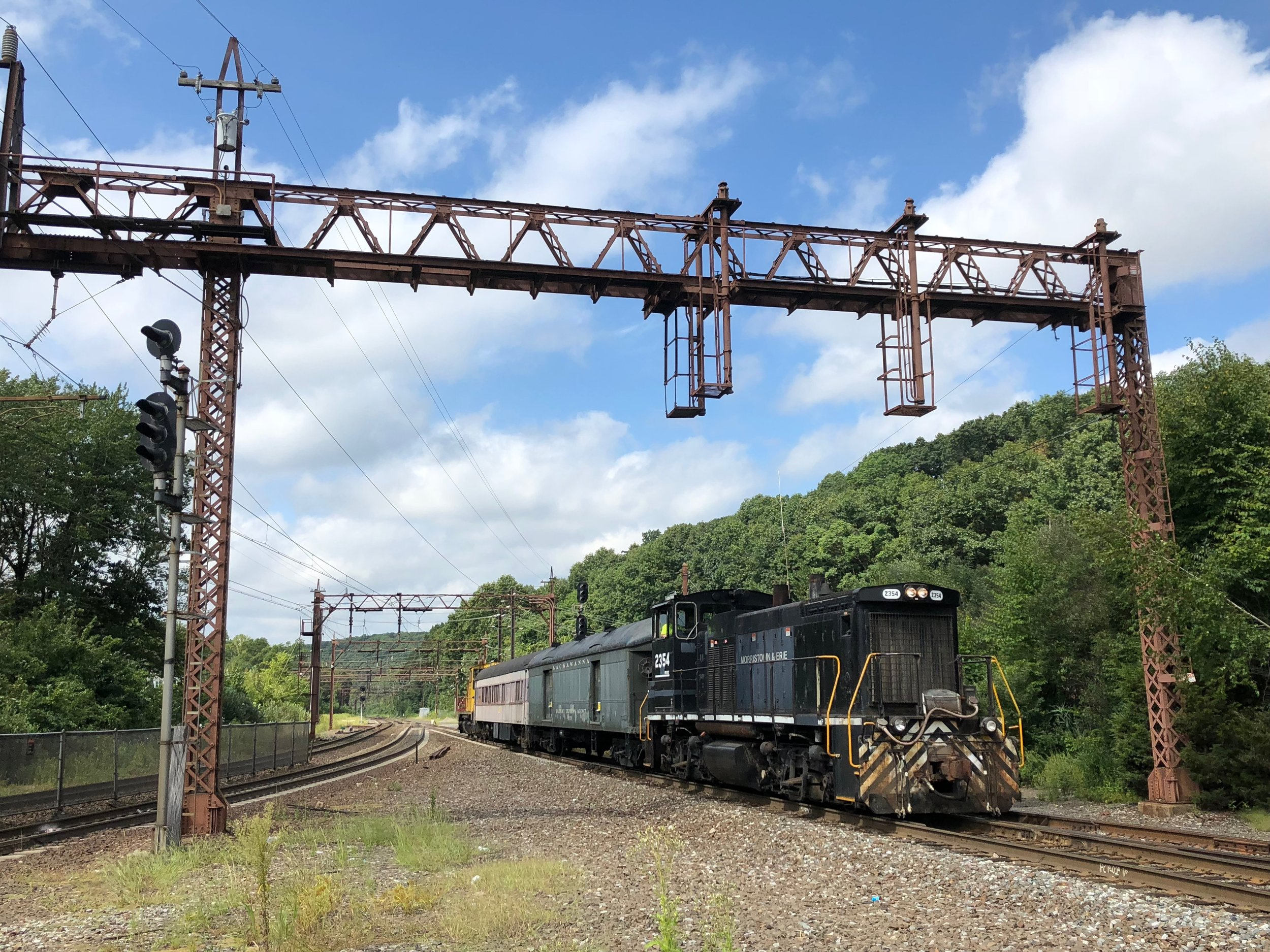 The consist rolls east through Denville, being shoved by M&E 20.