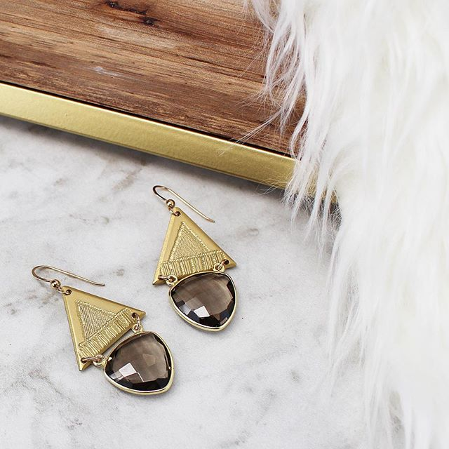 Steppin' into Monday like a #queen ✨👏🏻✨Find our new Storm Crystal Muse Earrings on our website now - link in bio 💫