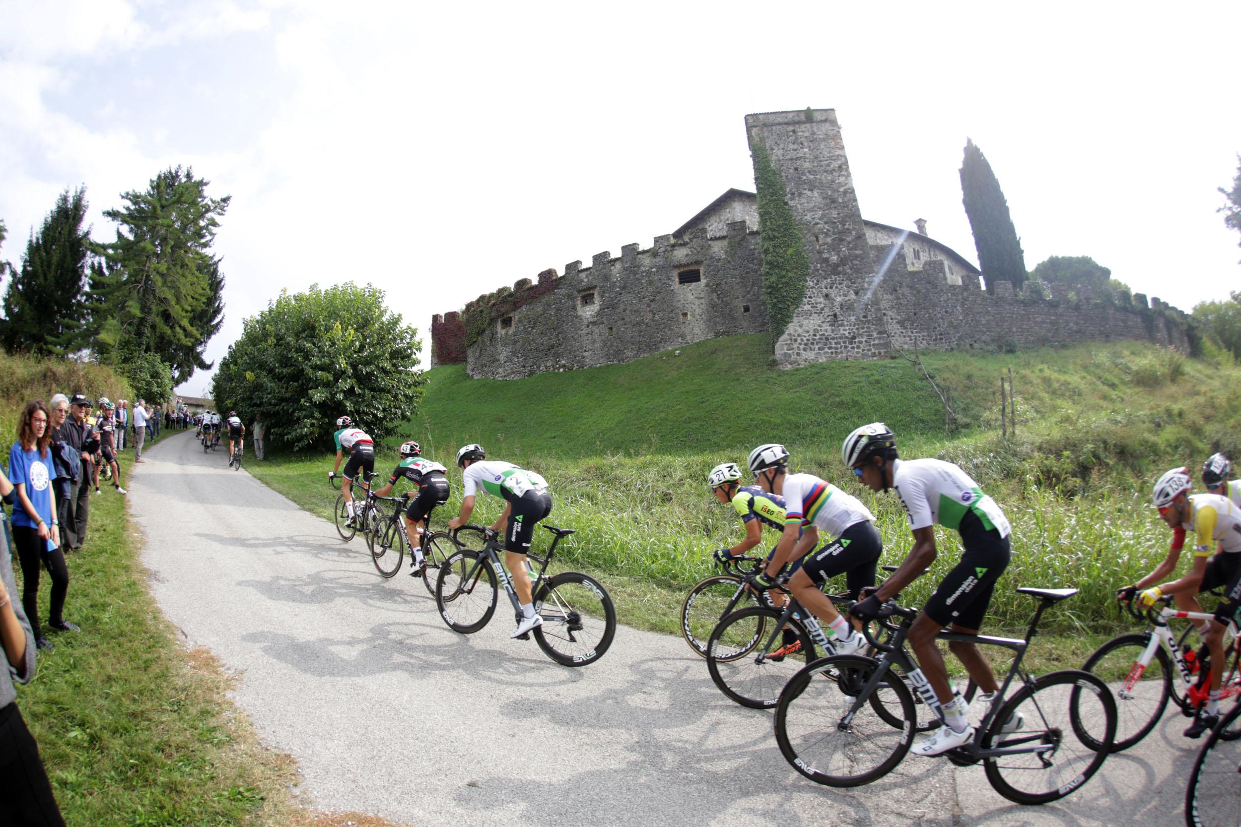 Passaggio sul Castello d'Arcano