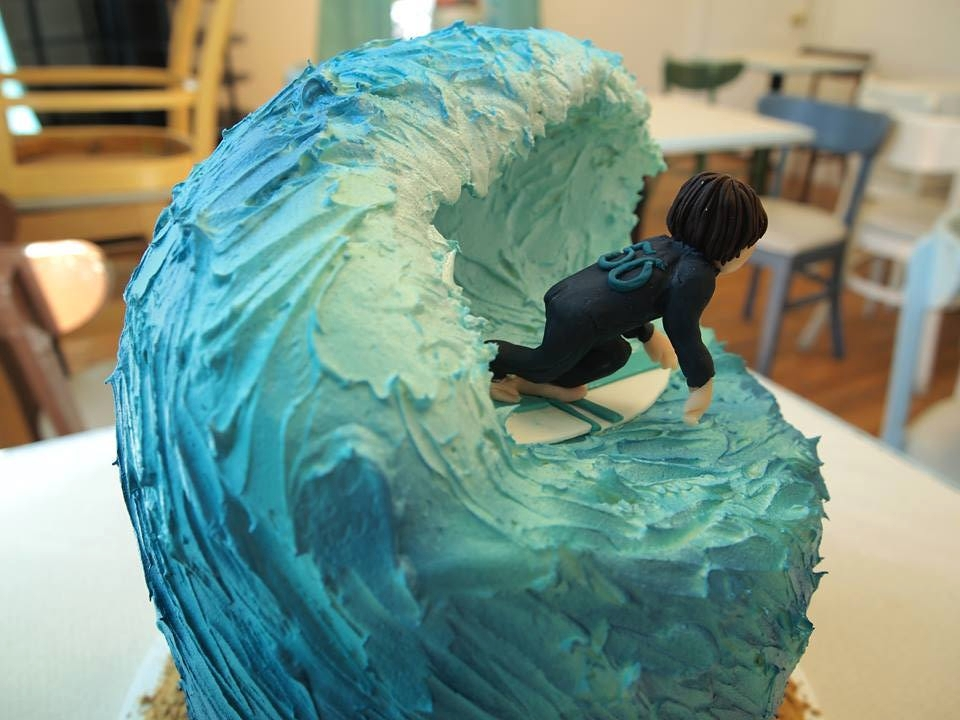 Surfing Cake with Buttercream Wave and Sculpture