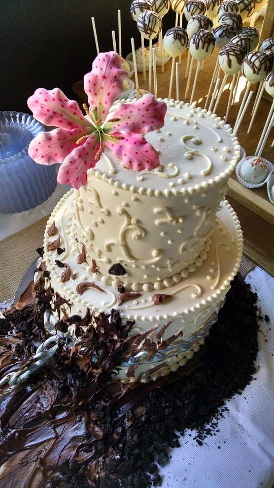 Wedding Cake with Tiger Lilly