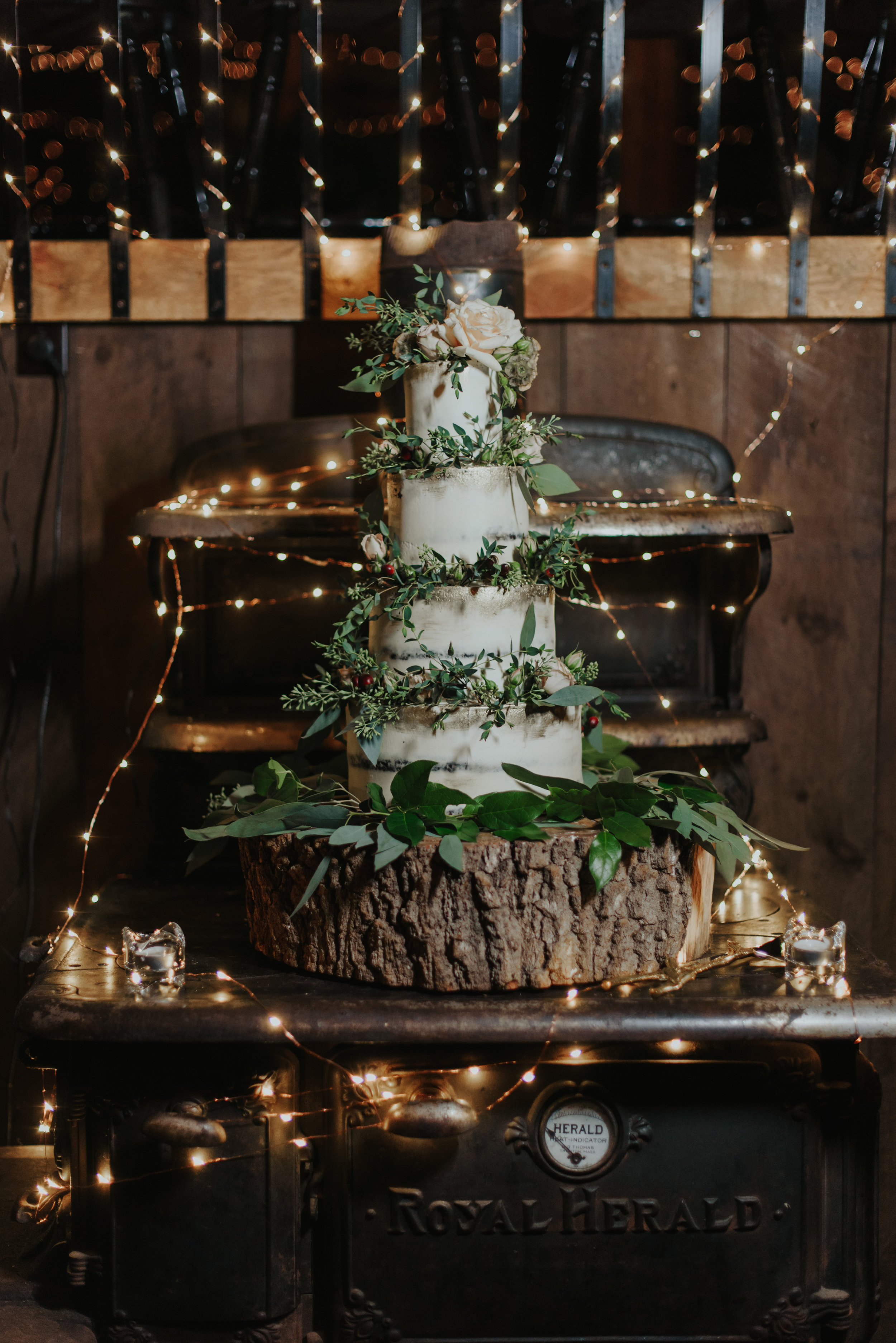 Naked Cake with gold, hand painting and fresh flowers.  Photography by  Fox & Hare Photography