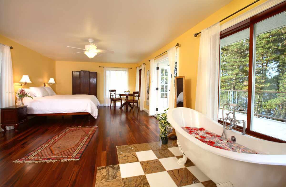 golden-penthouse-room.jpg