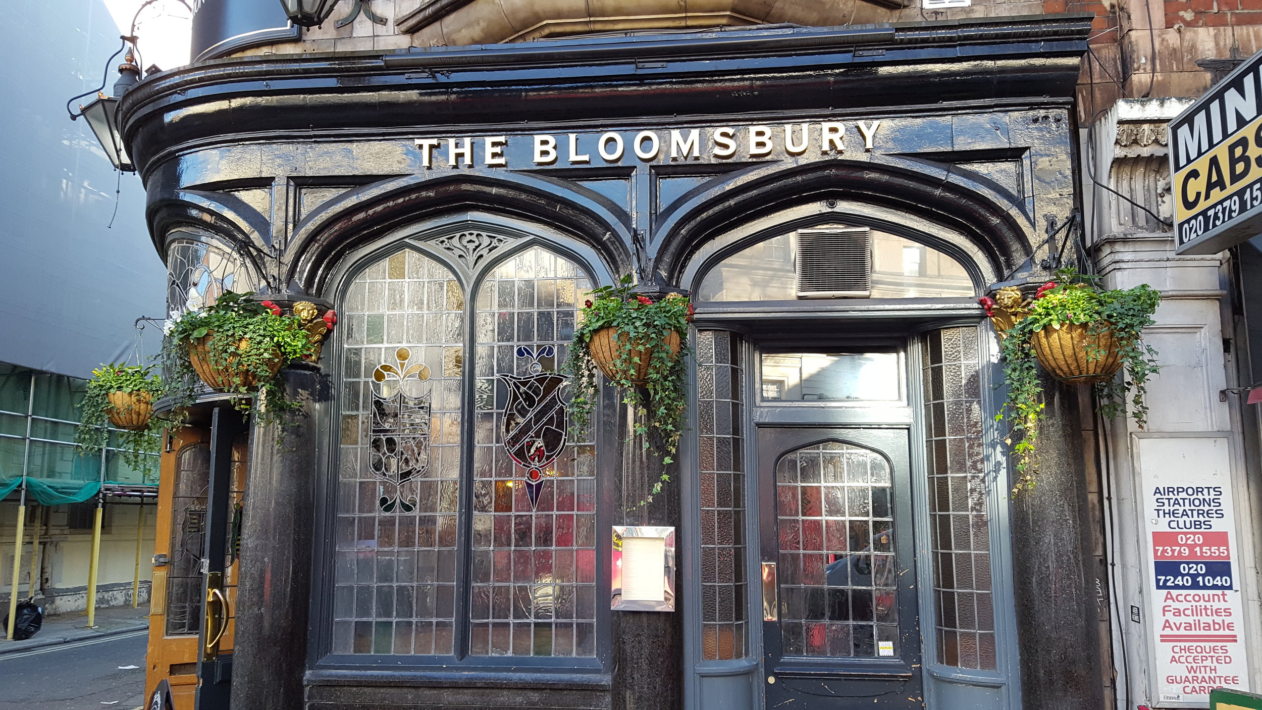After all the sight-seeing, it's time for a well-earned pint with the chatty locals at the Bloomsbury tavern. Oh the characters we'll meet! Do you fancy a bag of salt and vinegar crisps with your pint?