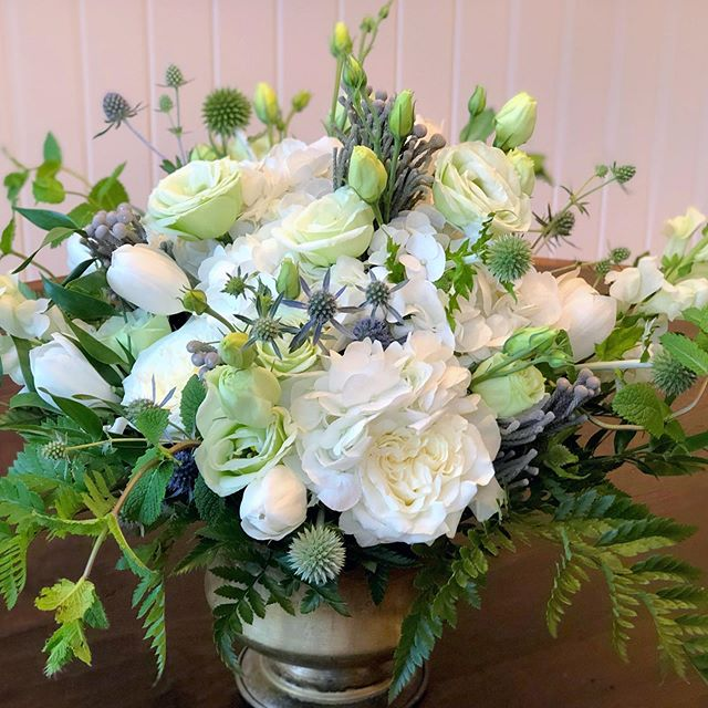 I just love thistle, especially blobs thistle!  It adds so much intrigue to an arrangement.  Mix it with some mint, fern, ruscus, roses, lisianthus, Tulips, brunia, and BOOM...it's a garden party!  #lovewhatido #flowers #flowerpower #freshflowers #floraldesigner #lakeforestflorist #globethistle #thistle #mint #tulips #lisianthus #roses #hydrangea 🌿🌿🌿