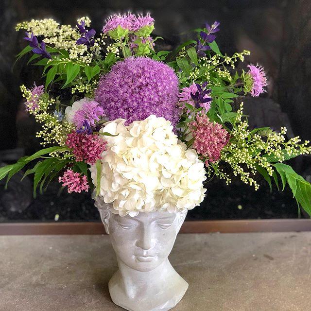 Such a lovely lady. 🌸🌿🌸🌿 #alliums #allium #wildflowers #beautiful #ceramic #bust #lakeforestflorist #lovewhatido #lululemonambassador #theseatlife #lululemon