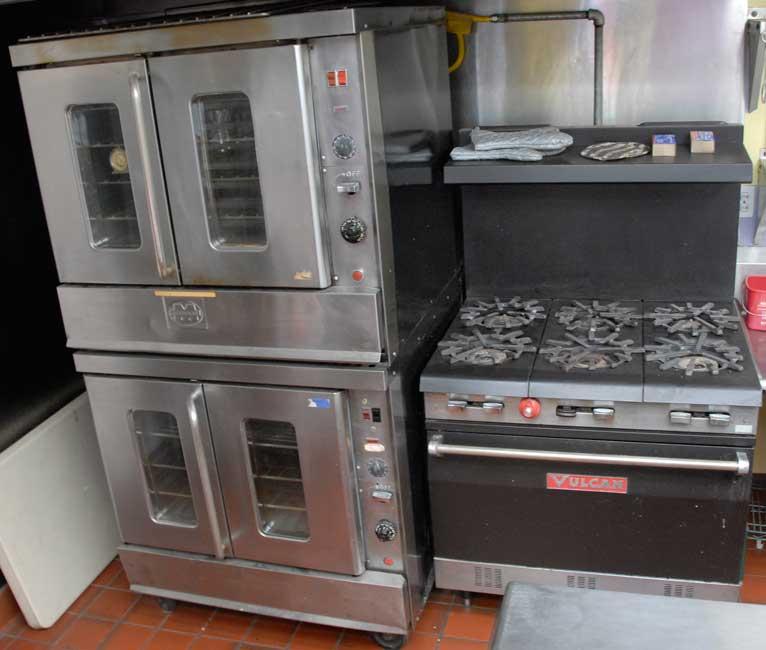 kitchen_3_six.jpg