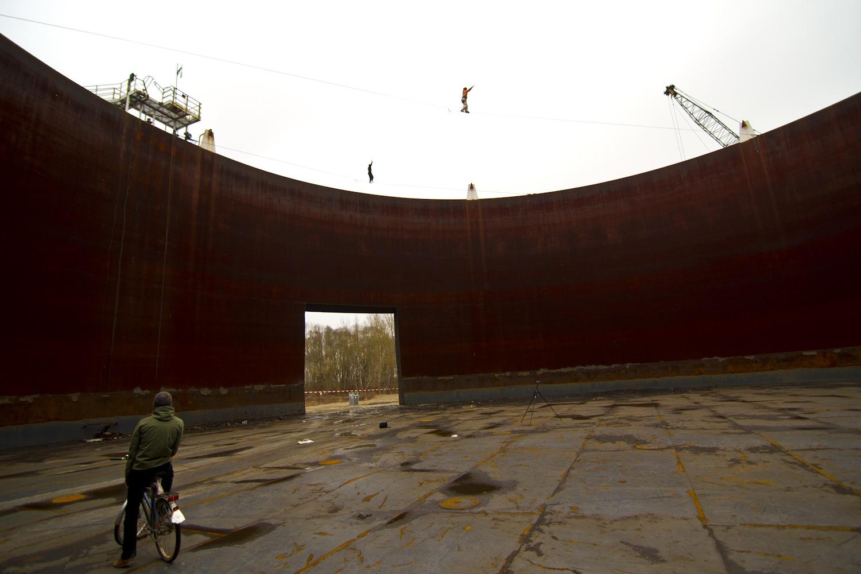 """Yellow Submarine"" – 25m long – 20m high (tubular webbing) – FA: Klaus Blagoi ""Rusty Tank"" – 50m long – 20m high (type18) – FA: Alexander Schulz"