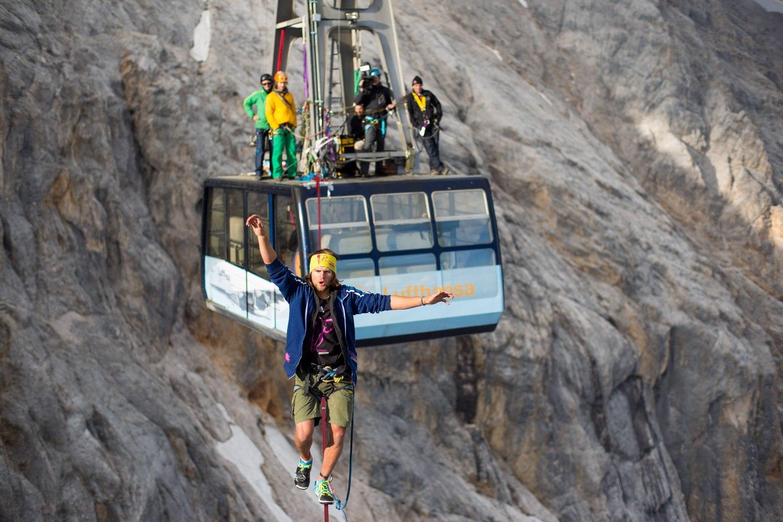 Cablecar Highline at Zugspitze (3).jpg