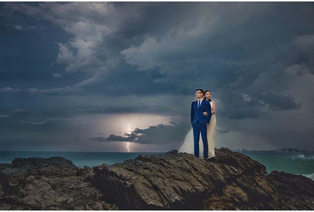 Nothing can ruin your wedding day #lightning #weddinginarainingday#goldcoastphotographer #brisbanephotographer #coolphotographer #richieshots