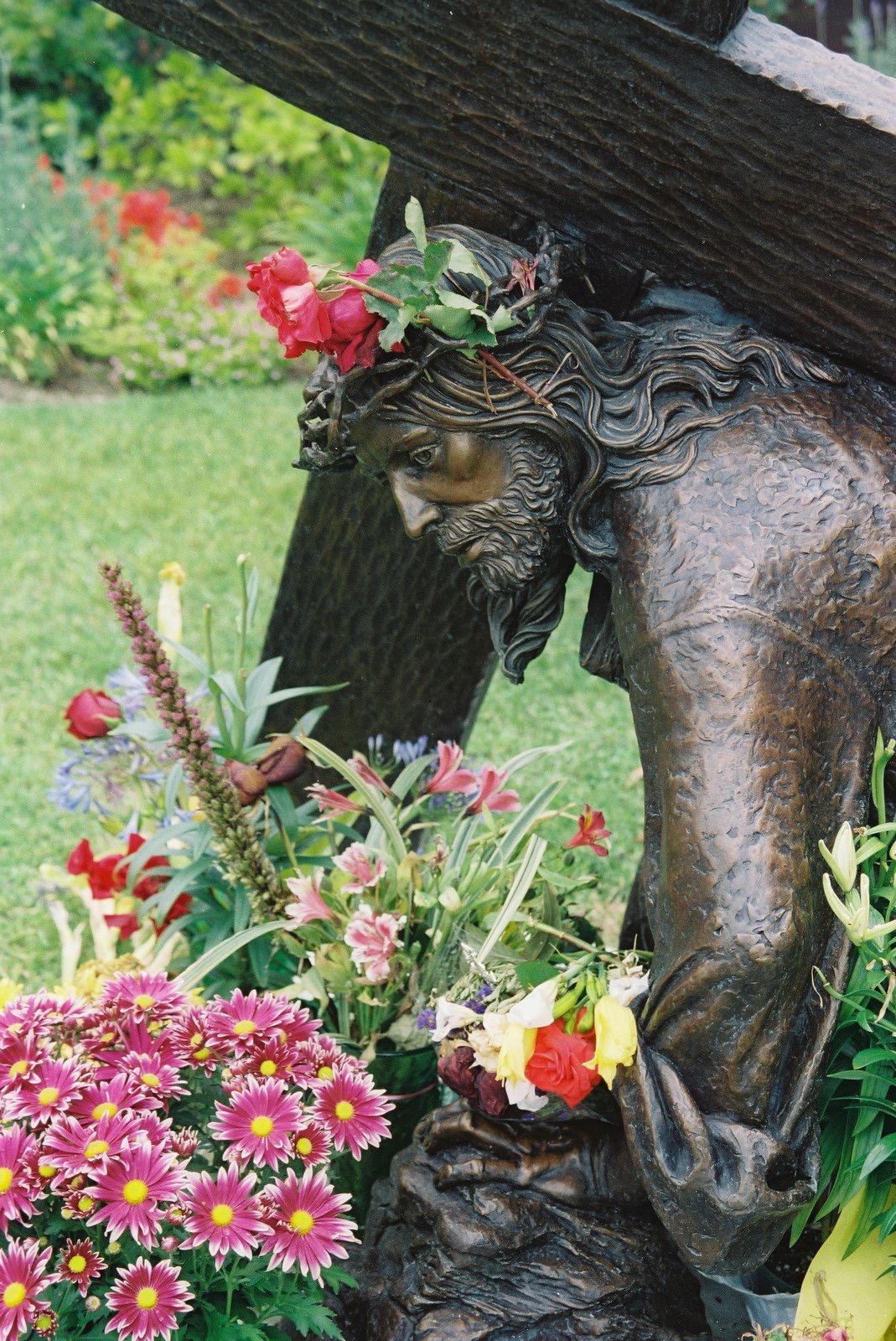 Slatoff_Jesus Falls_Bronze_8 Jesus falls flowers.jpg