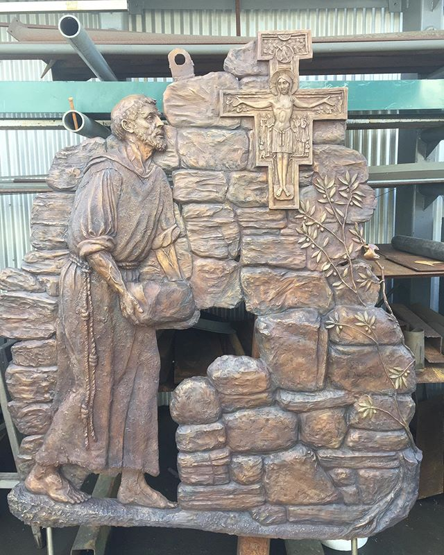 Earlier this year, I had the honor to sculpt St. Francis rebuilding San Damiano for St. Francis High School in La Cañada, CA. In memory of Allen Lund. #stfrancis #stfrancishighschool #sandamiano #liturgical