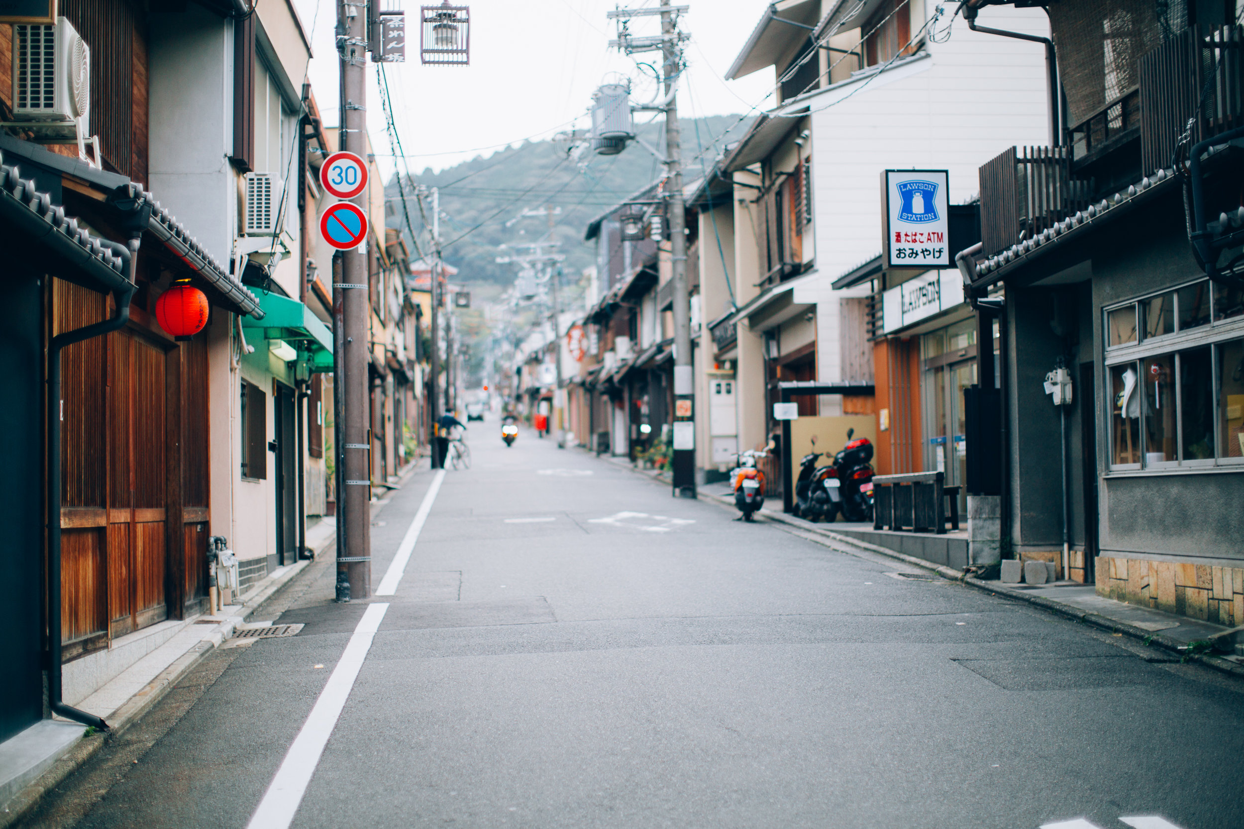 Wandering the streets of Higashiyama early in the morning to  try  to avoid the crowds of tourists and school children at the shrines and temples.