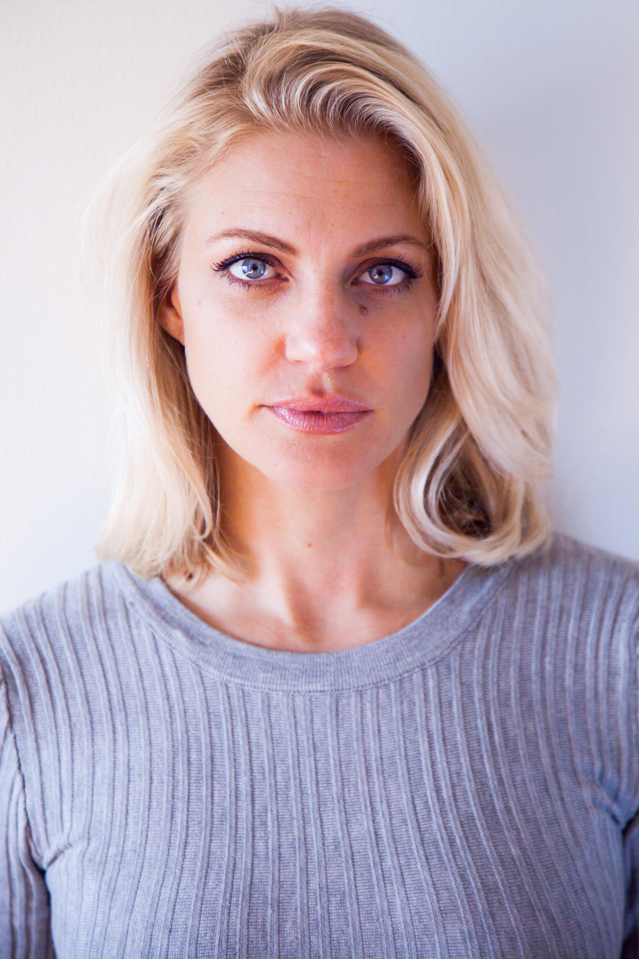 Amber Jolly Headshots IMG_4174-3.jpg