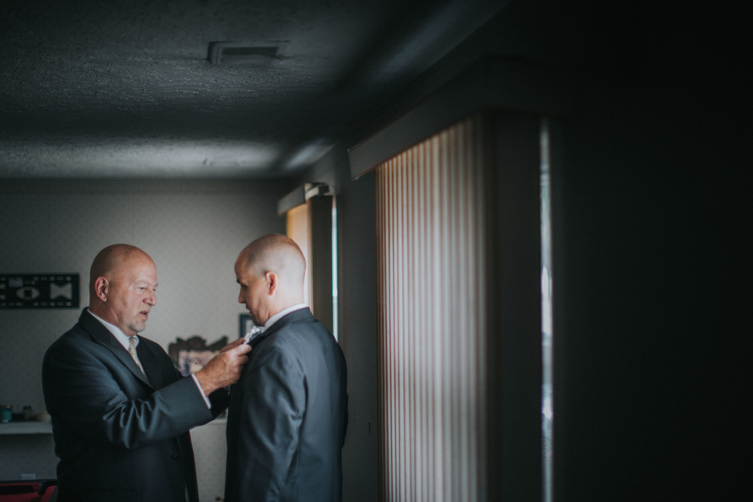 NewJersey_Wedding_Photography_Brigalias_Getting_Ready_Tara&Pete-16.jpg