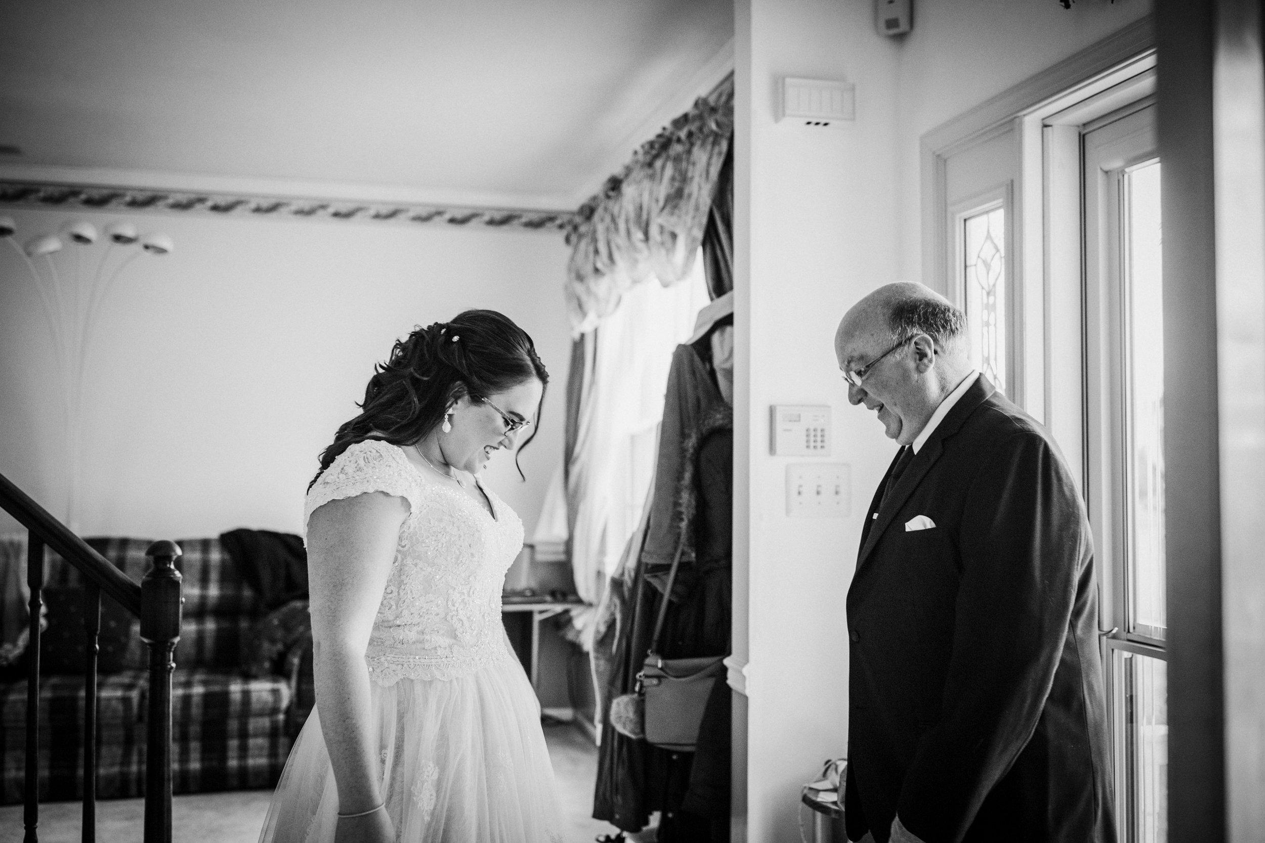 New-Jersey-Wedding-Photography-Fishers-Tudor-House-JennaLynnPhotography-GettingReadyBW-Kathleen&Eddie-63.jpg
