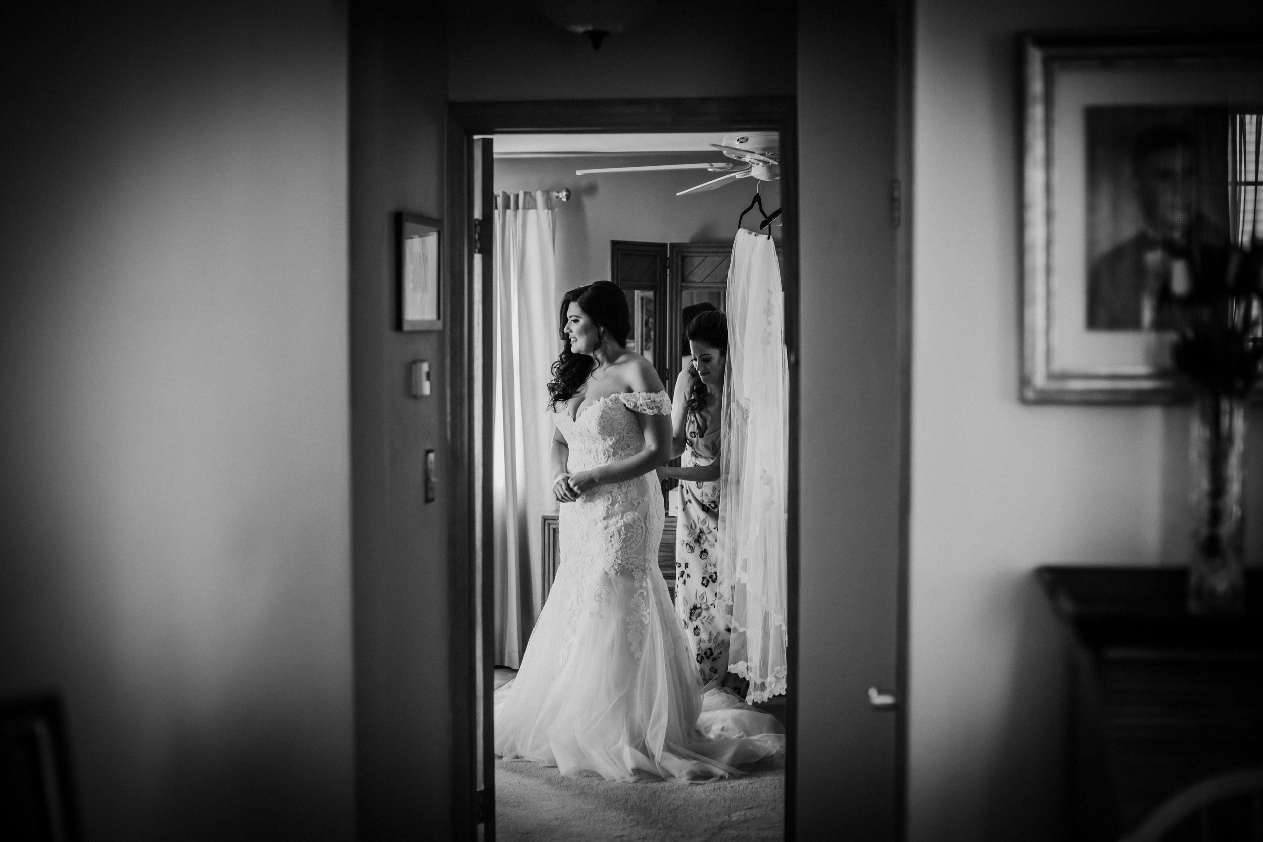 New-Jersey-Wedding-Photographer-Park-Savoy-Nicole&Zane-GettingReadyBW-36.jpg