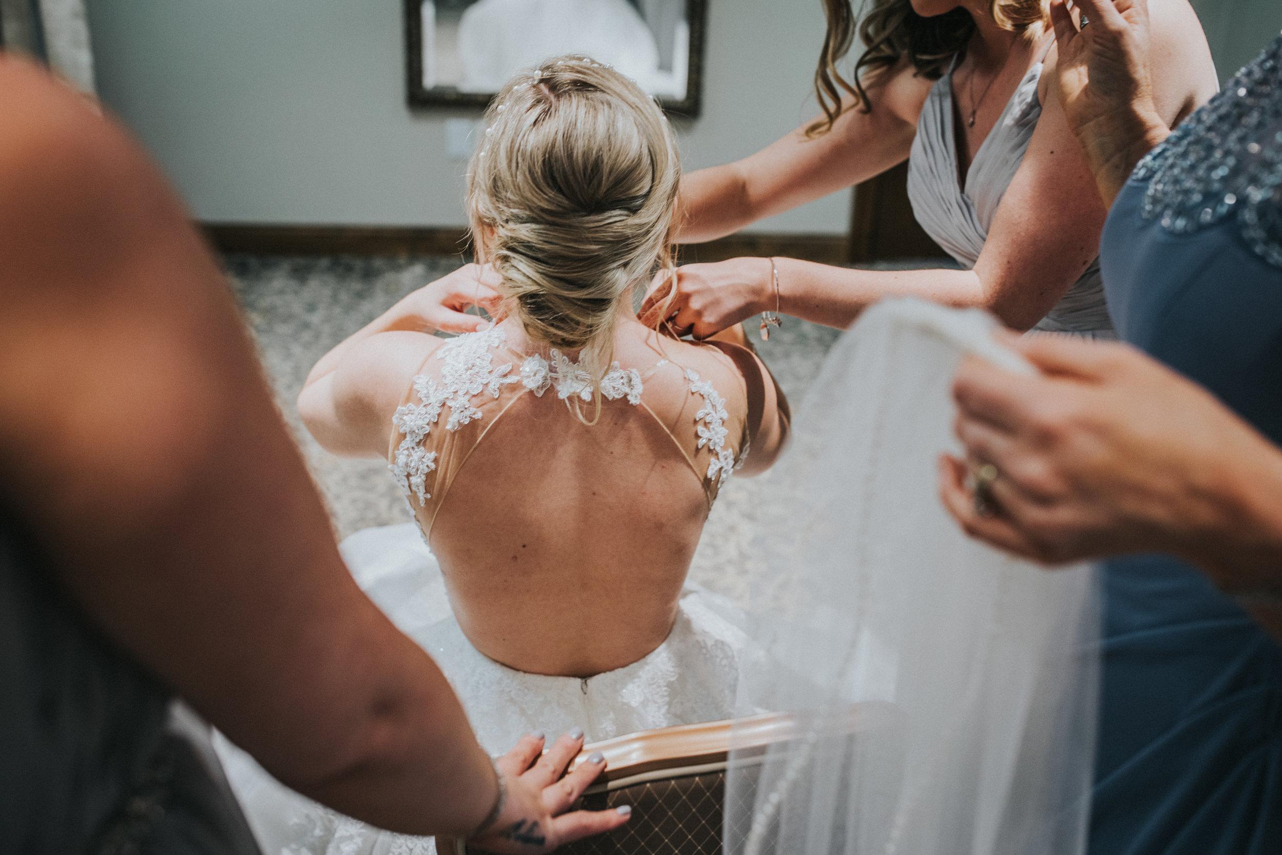 New-Jersey-Wedding-Photographer-Megan&Nick-GettingReady-75.jpg