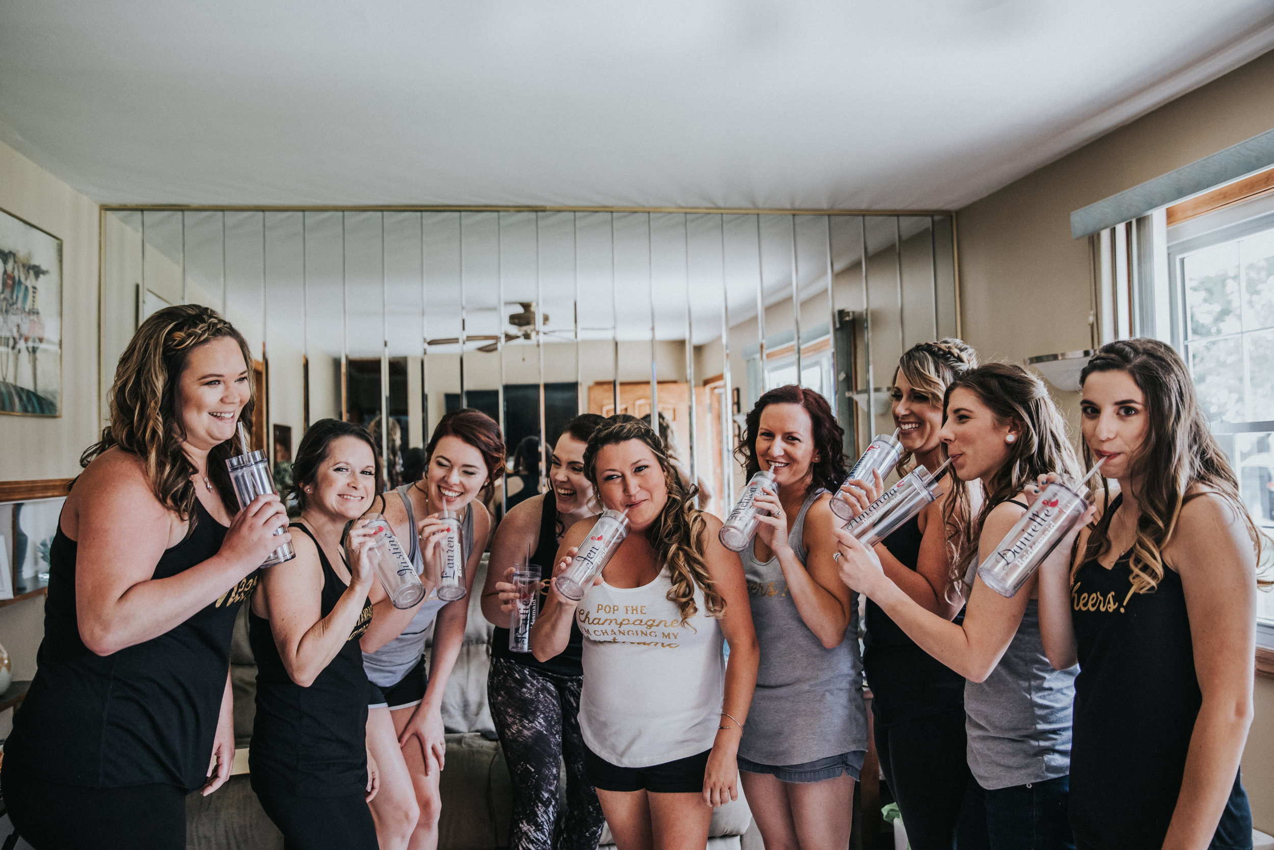 New-Jersey-Wedding-Photographer-JennaLynnPhotography-ValenzanoWinery-GettingReady-16.jpg