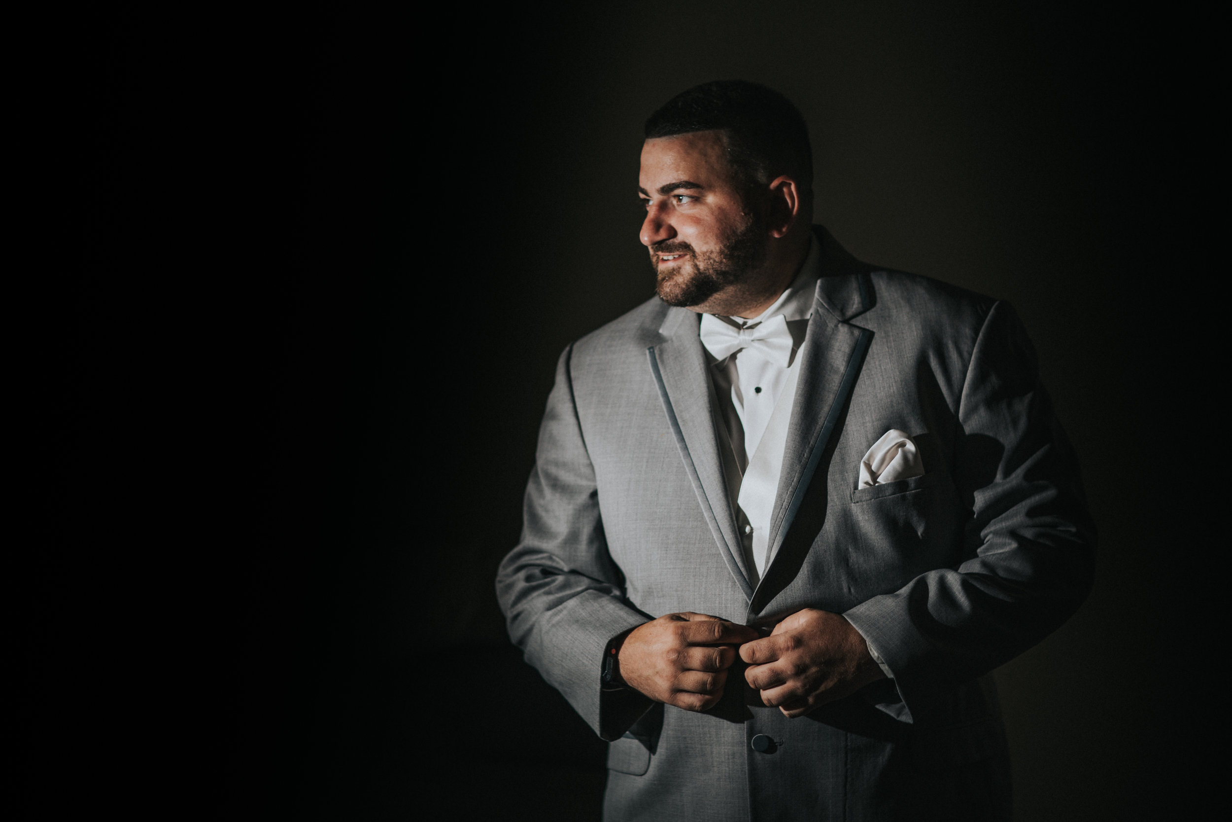 New-Jersey-Wedding-Photographer-JennaLynnPhotography-ValenzanoWinery-GettingReady-23.jpg