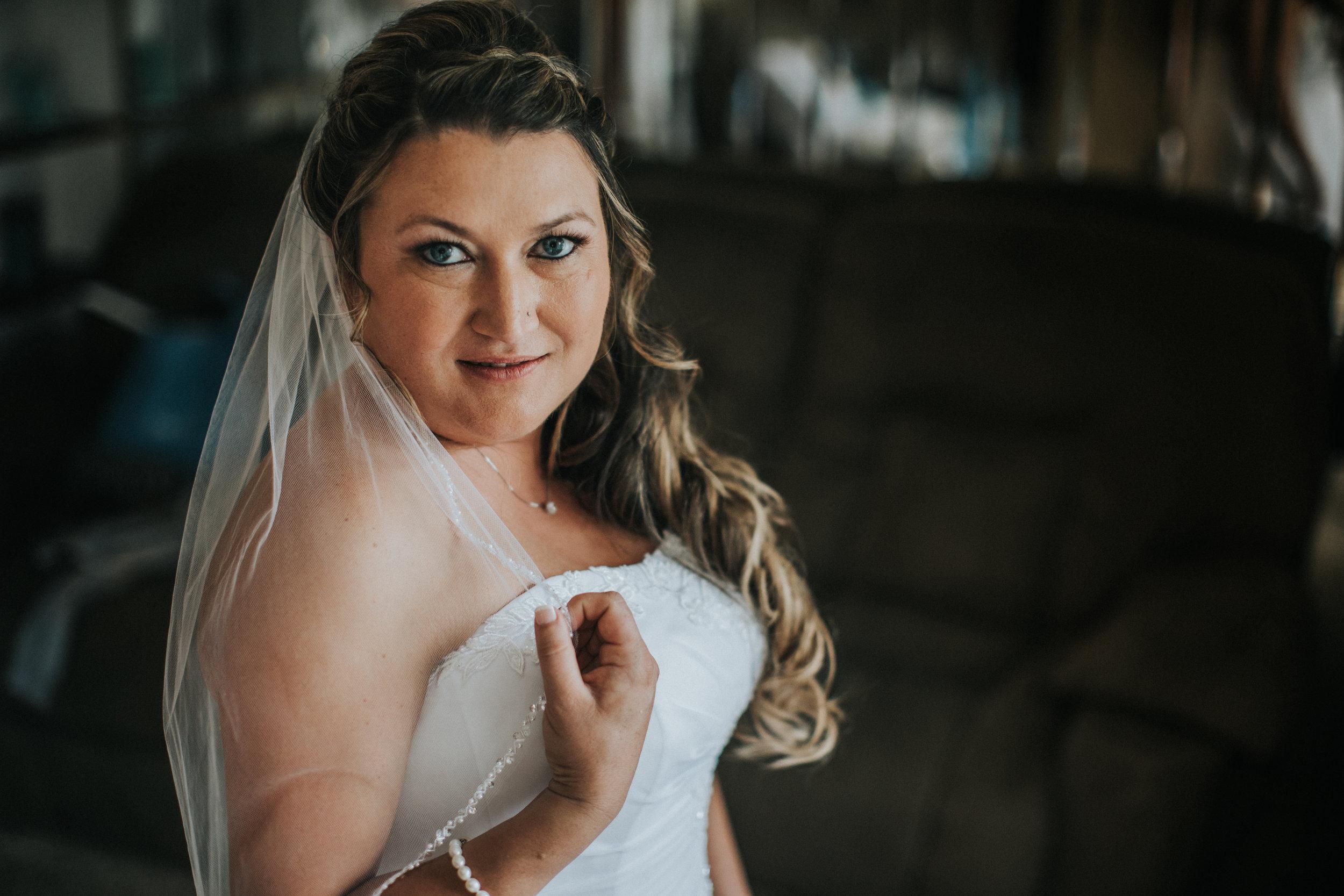 New-Jersey-Wedding-Photographer-JennaLynnPhotography-ValenzanoWinery-GettingReady-62.jpg