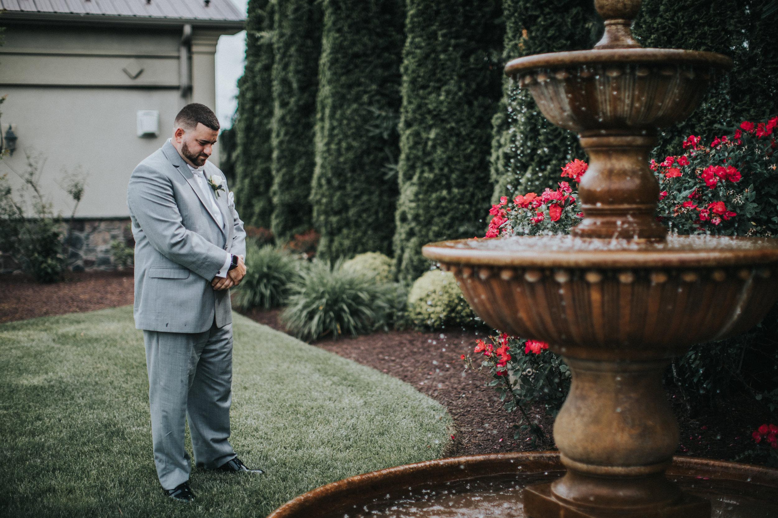 New-Jersey-Wedding-Photographer-JennaLynnPhotography-ValenzanoWinery-FirstLook-21.jpg