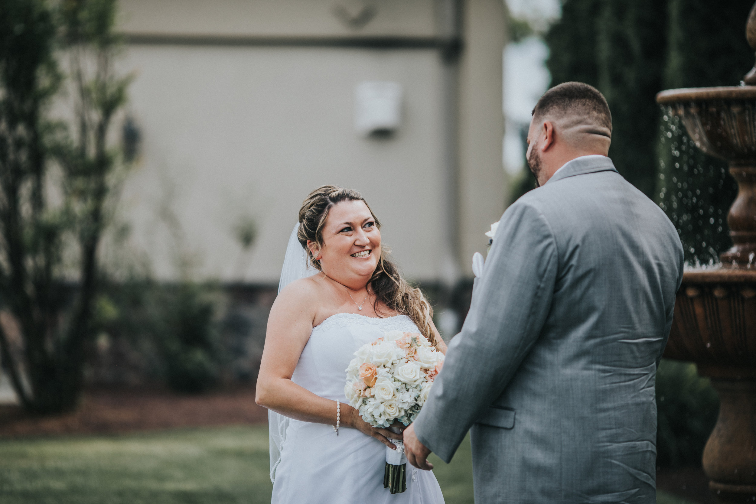 New-Jersey-Wedding-Photographer-JennaLynnPhotography-ValenzanoWinery-FirstLook-24.jpg