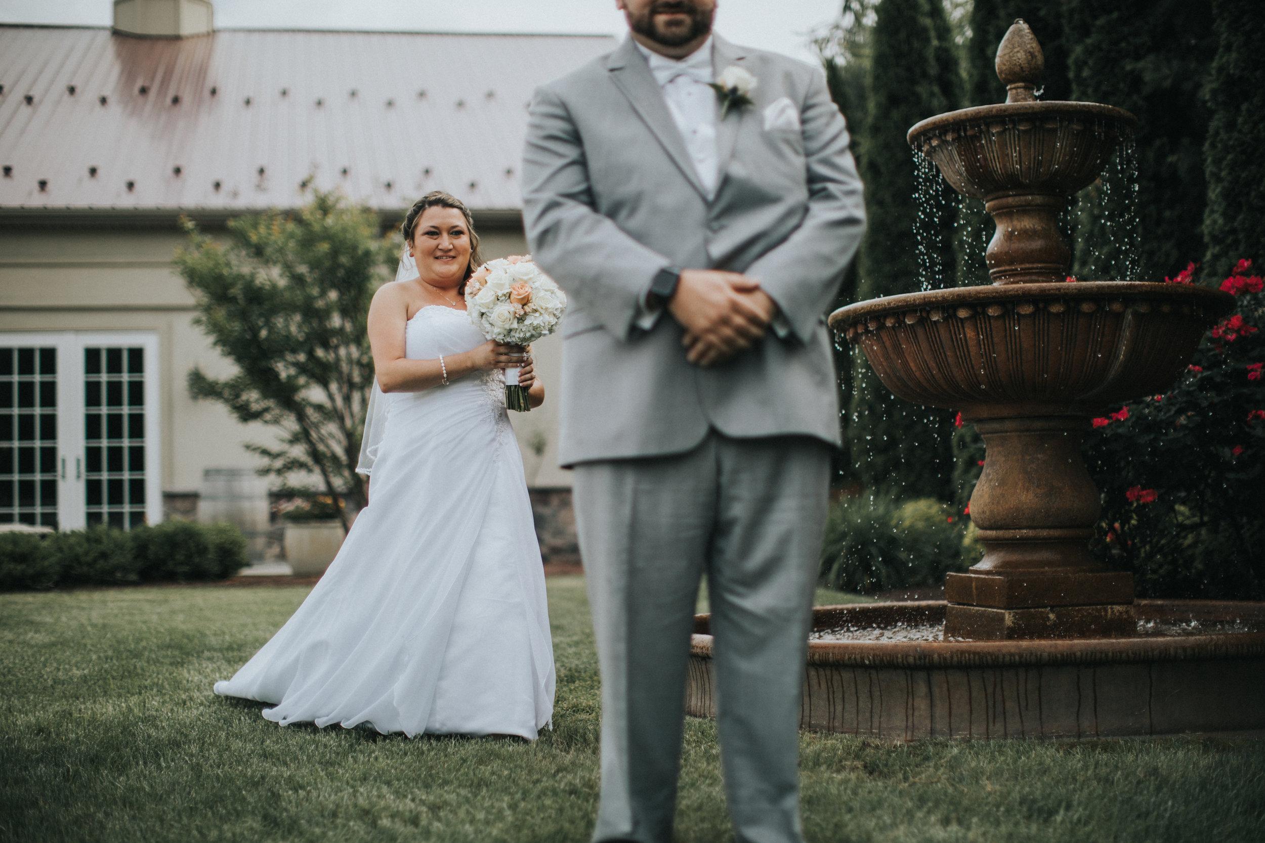 New-Jersey-Wedding-Photographer-JennaLynnPhotography-ValenzanoWinery-FirstLook-29.jpg