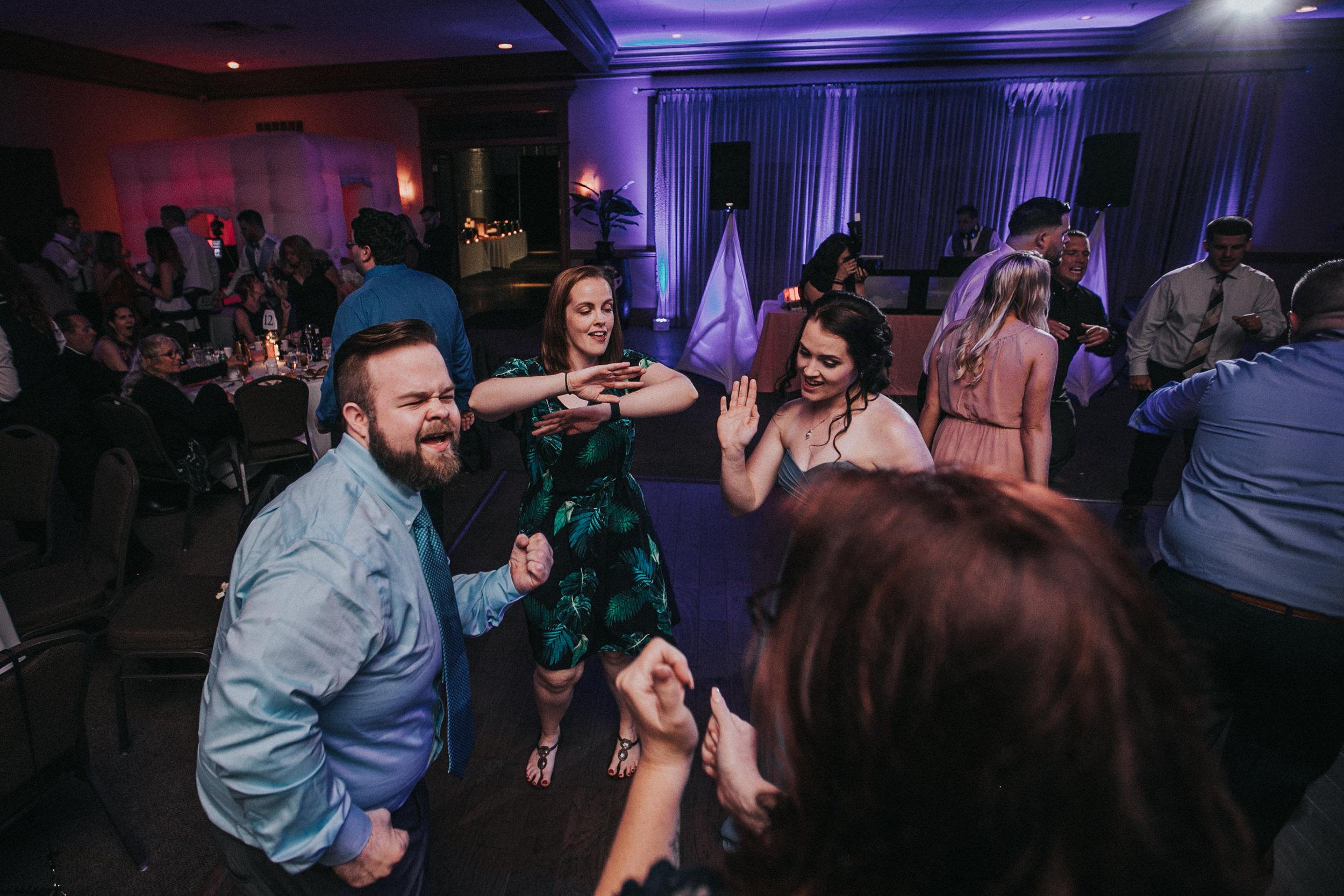 New-Jersey-Wedding-Photographer-JennaLynnPhotography-ValenzanoWinery-Reception-202.jpg