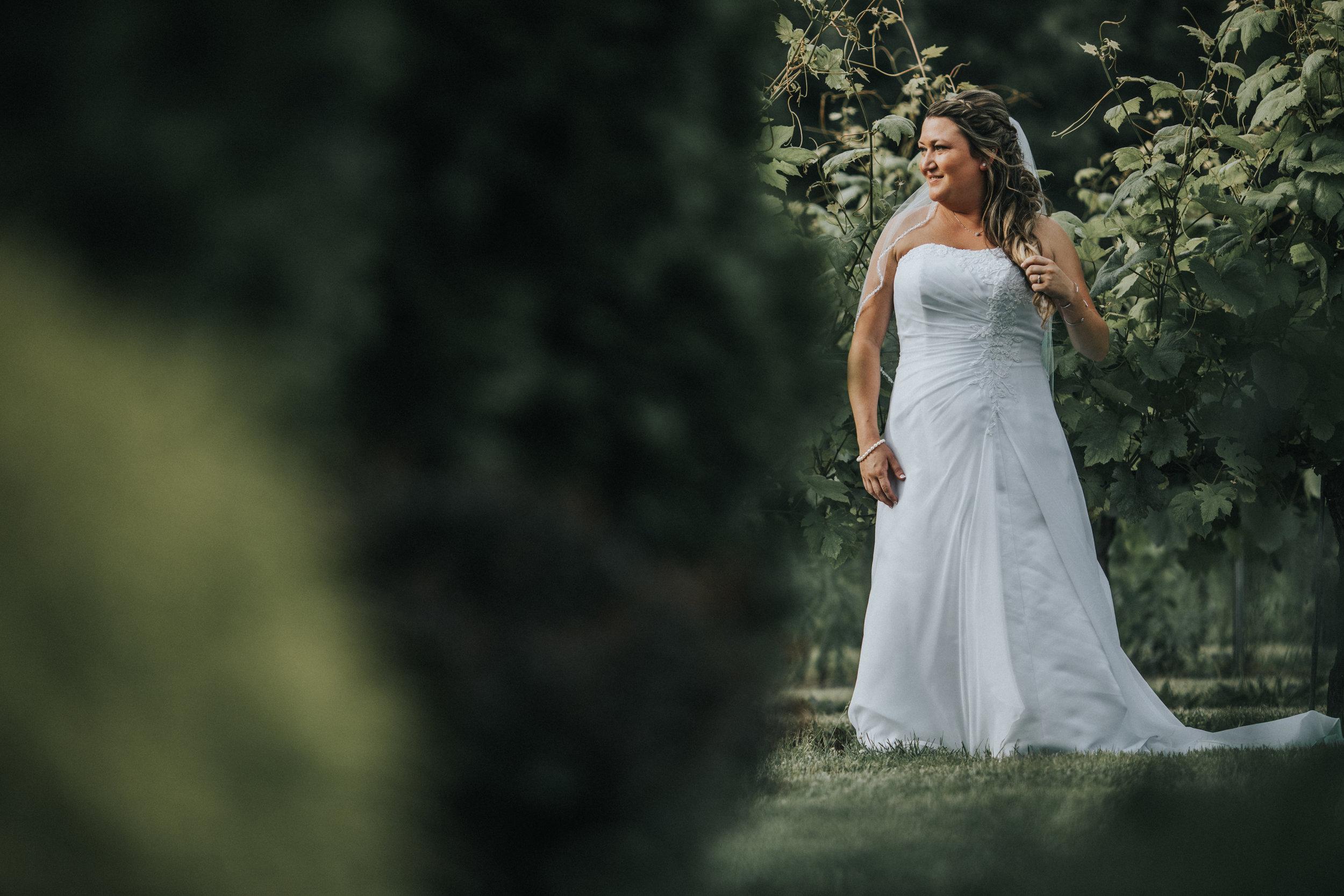 New-Jersey-Wedding-Photographer-JennaLynnPhotography-ValenzanoWinery-Bride&Groom-13.jpg