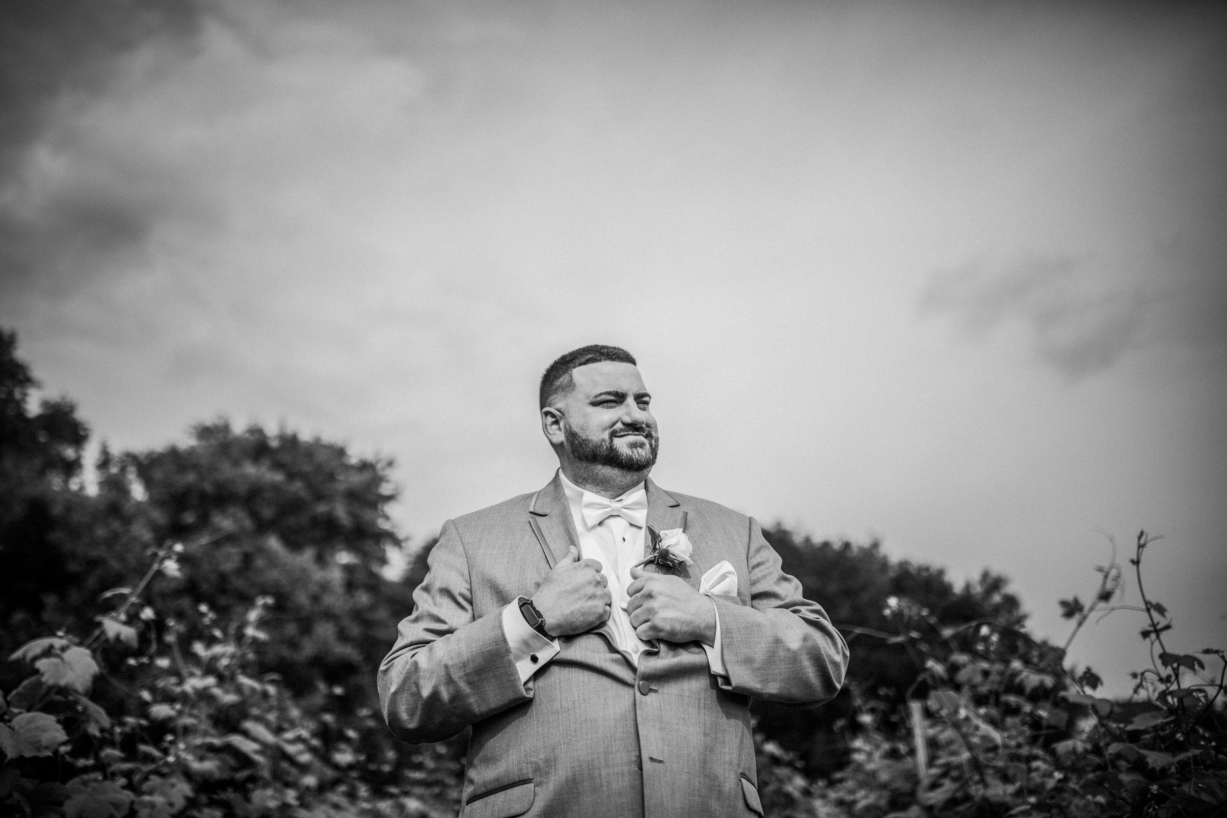 New-Jersey-Wedding-Photographer-JennaLynnPhotography-ValenzanoWinery-Bride&GroomBW-8.jpg