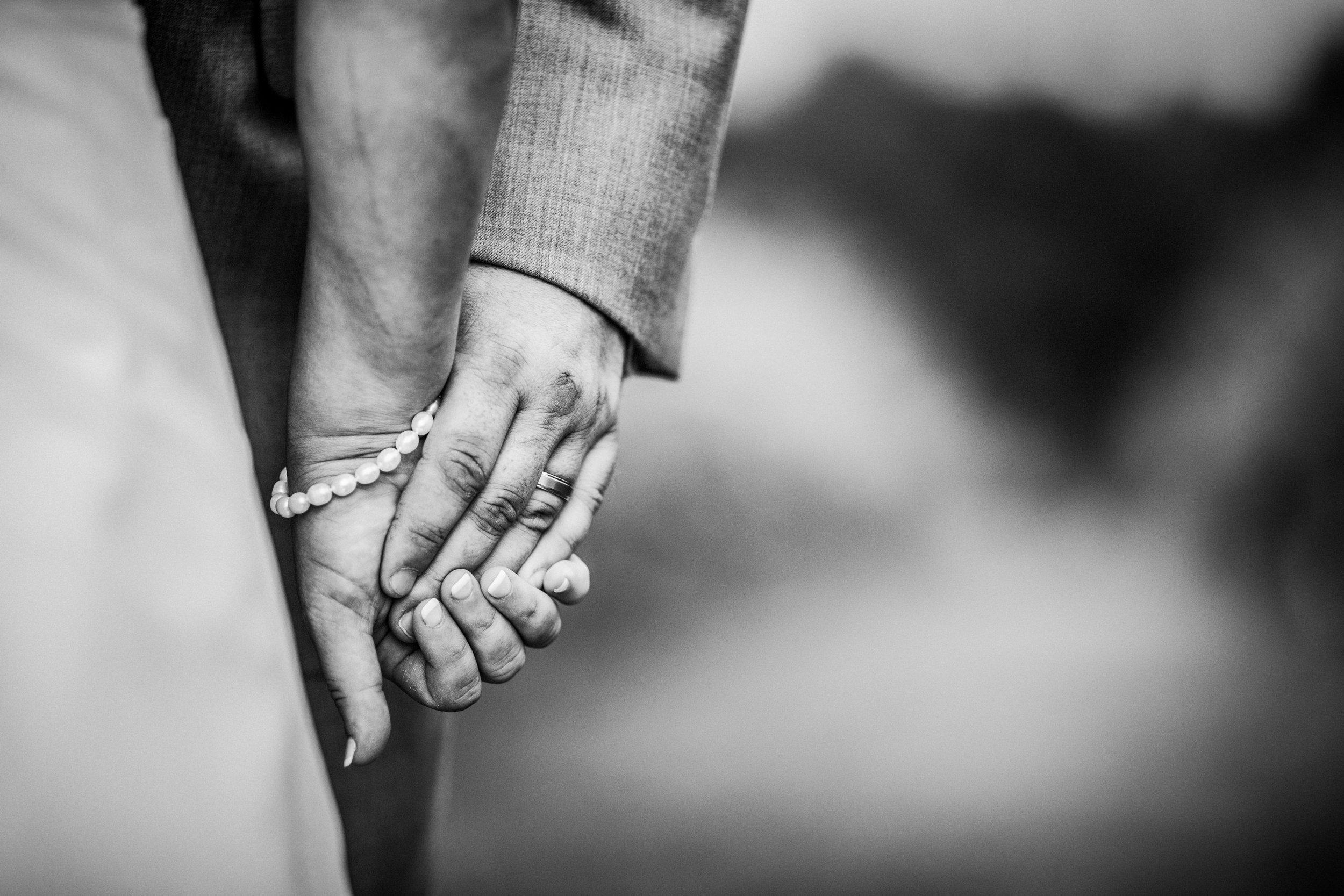 New-Jersey-Wedding-Photographer-JennaLynnPhotography-ValenzanoWinery-Bride&GroomBW-40.jpg