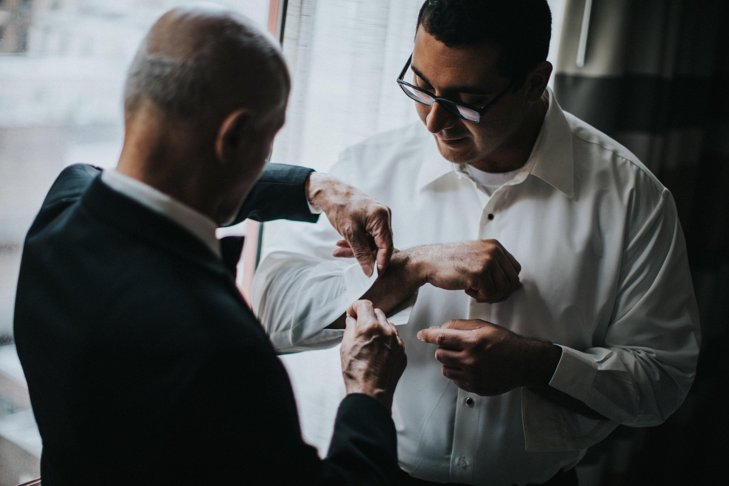 JennaLynnPhotography-NJWeddingPhotographer-Philadelphia-Wedding-ArtsBallroom-GettingReady-16.jpg
