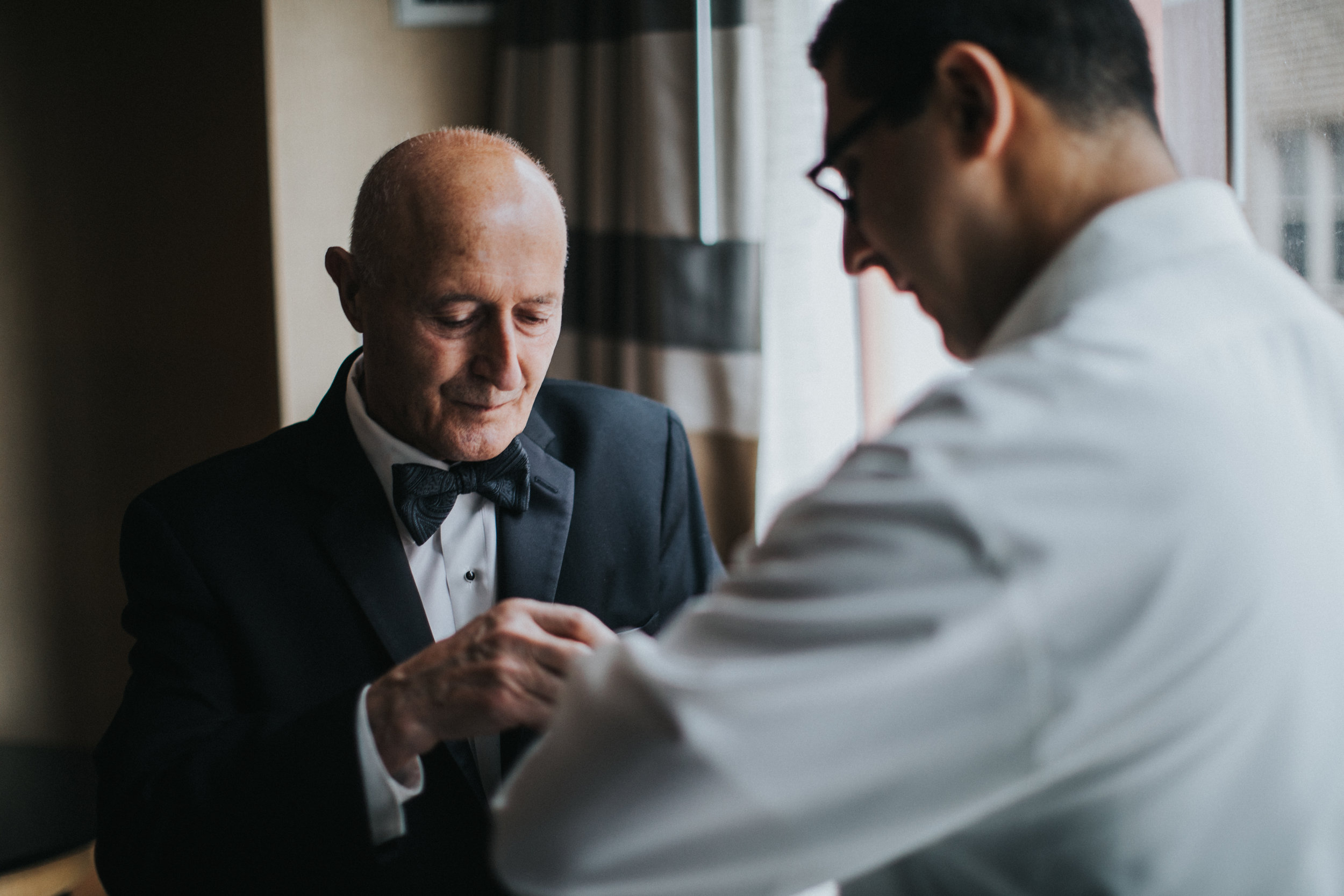 JennaLynnPhotography-NJWeddingPhotographer-Philadelphia-Wedding-ArtsBallroom-GettingReady-19.jpg