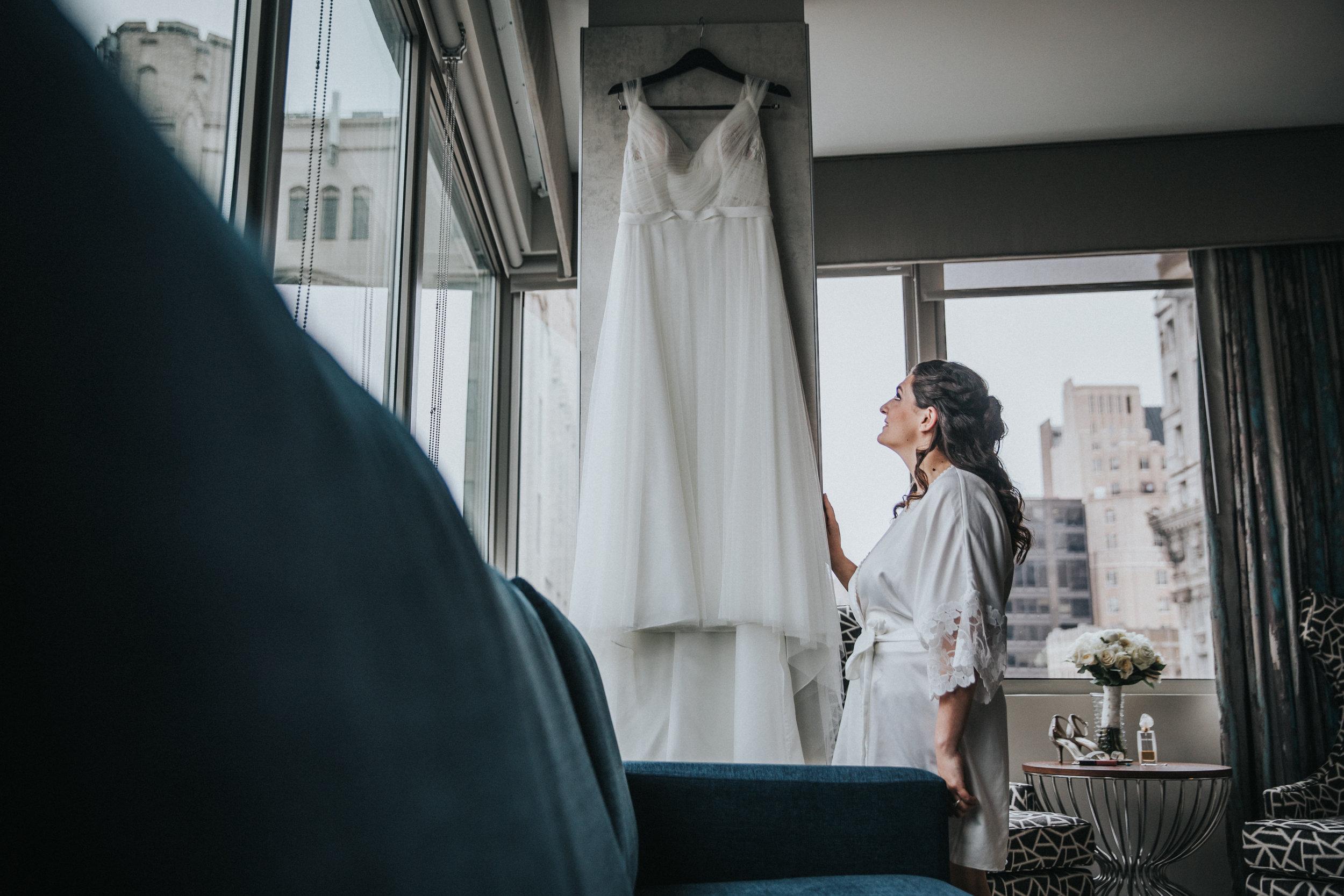 JennaLynnPhotography-NJWeddingPhotographer-Philadelphia-Wedding-ArtsBallroom-GettingReady-30.jpg