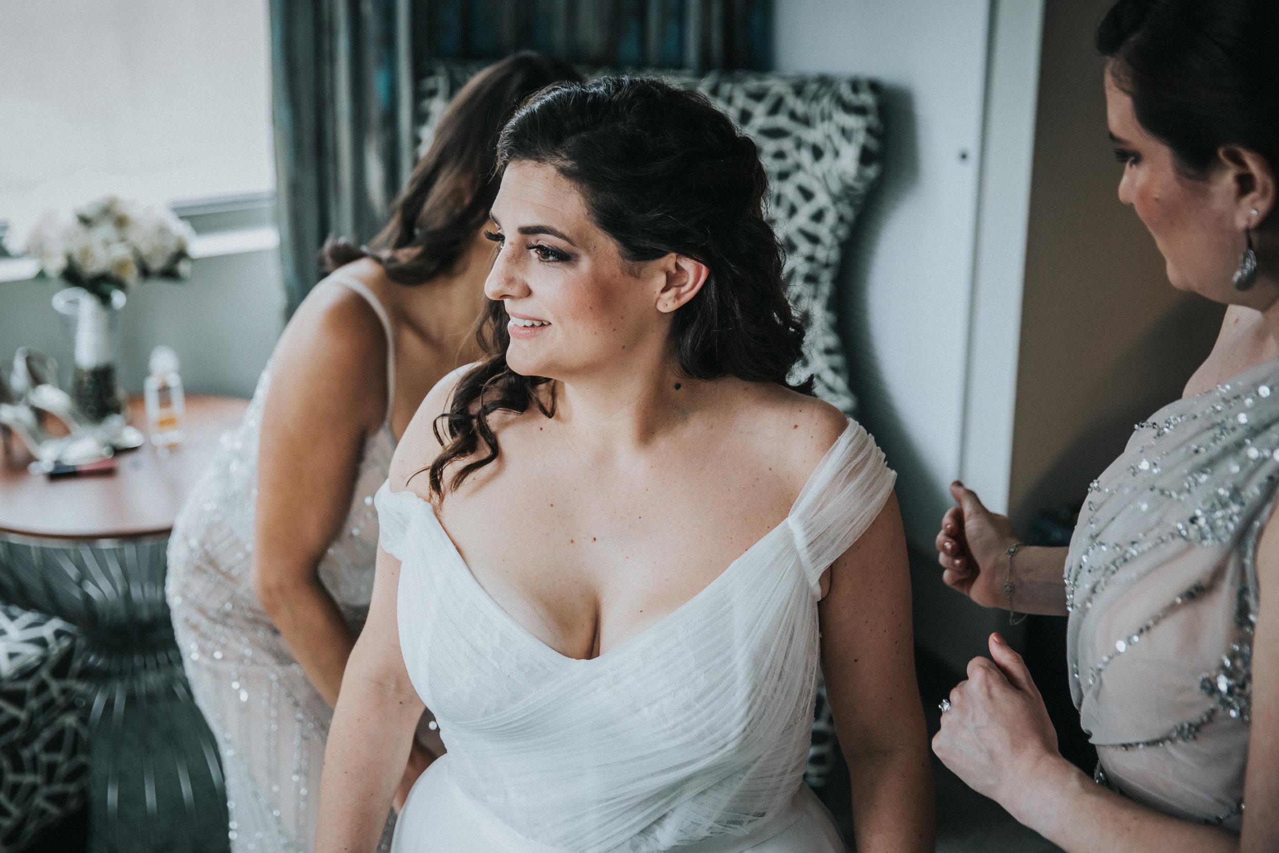 JennaLynnPhotography-NJWeddingPhotographer-Philadelphia-Wedding-ArtsBallroom-GettingReady-35.jpg