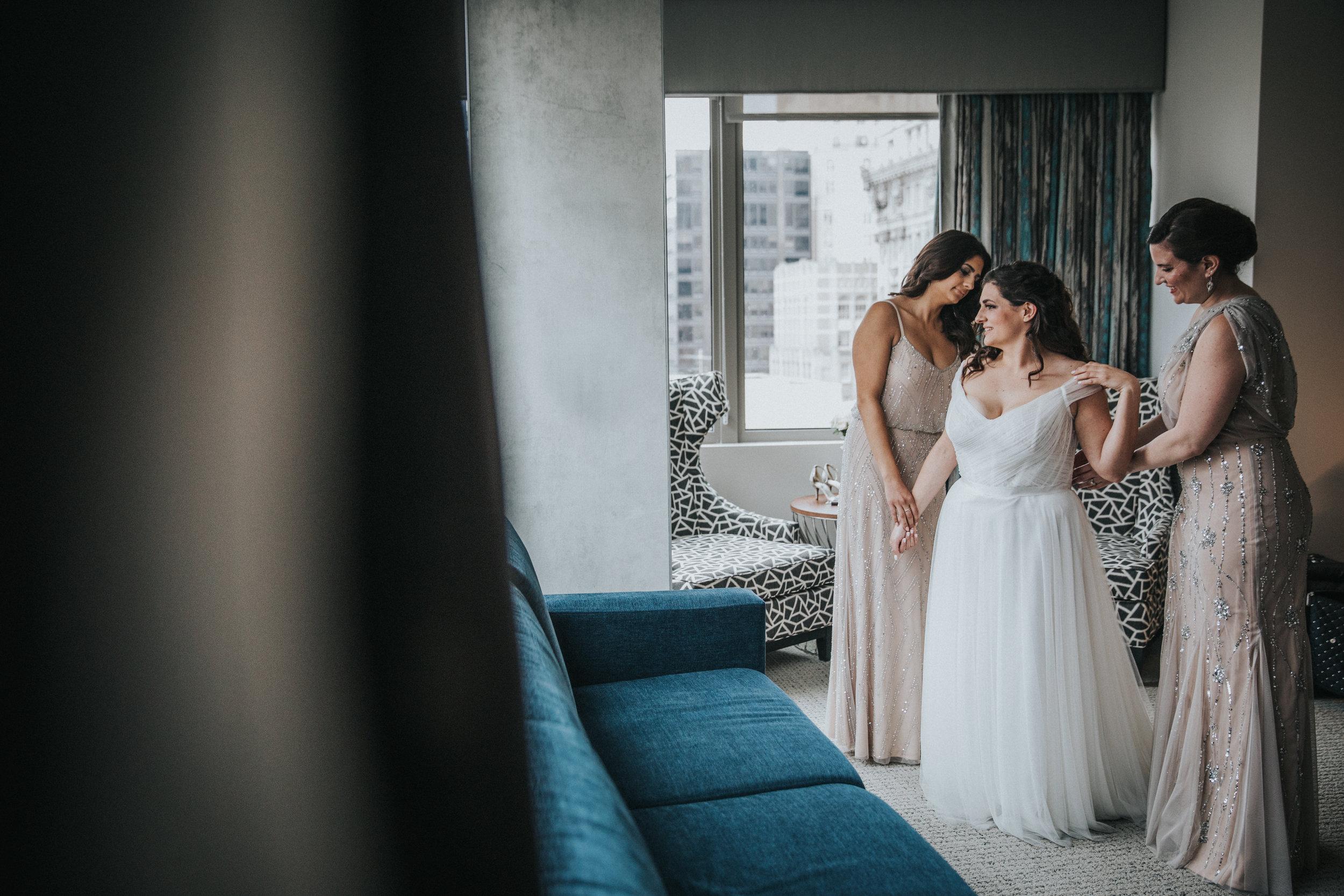 JennaLynnPhotography-NJWeddingPhotographer-Philadelphia-Wedding-ArtsBallroom-GettingReady-42.jpg