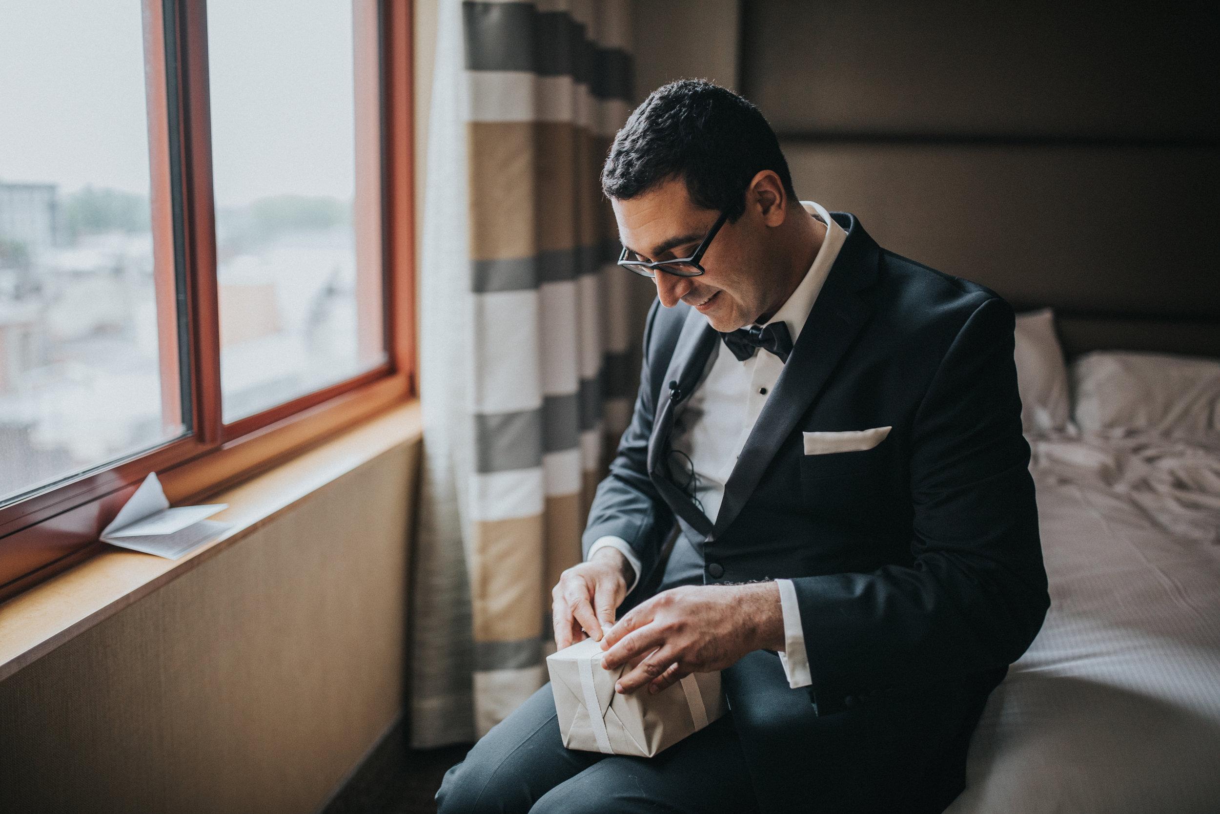 JennaLynnPhotography-NJWeddingPhotographer-Philadelphia-Wedding-ArtsBallroom-GettingReady-75.jpg