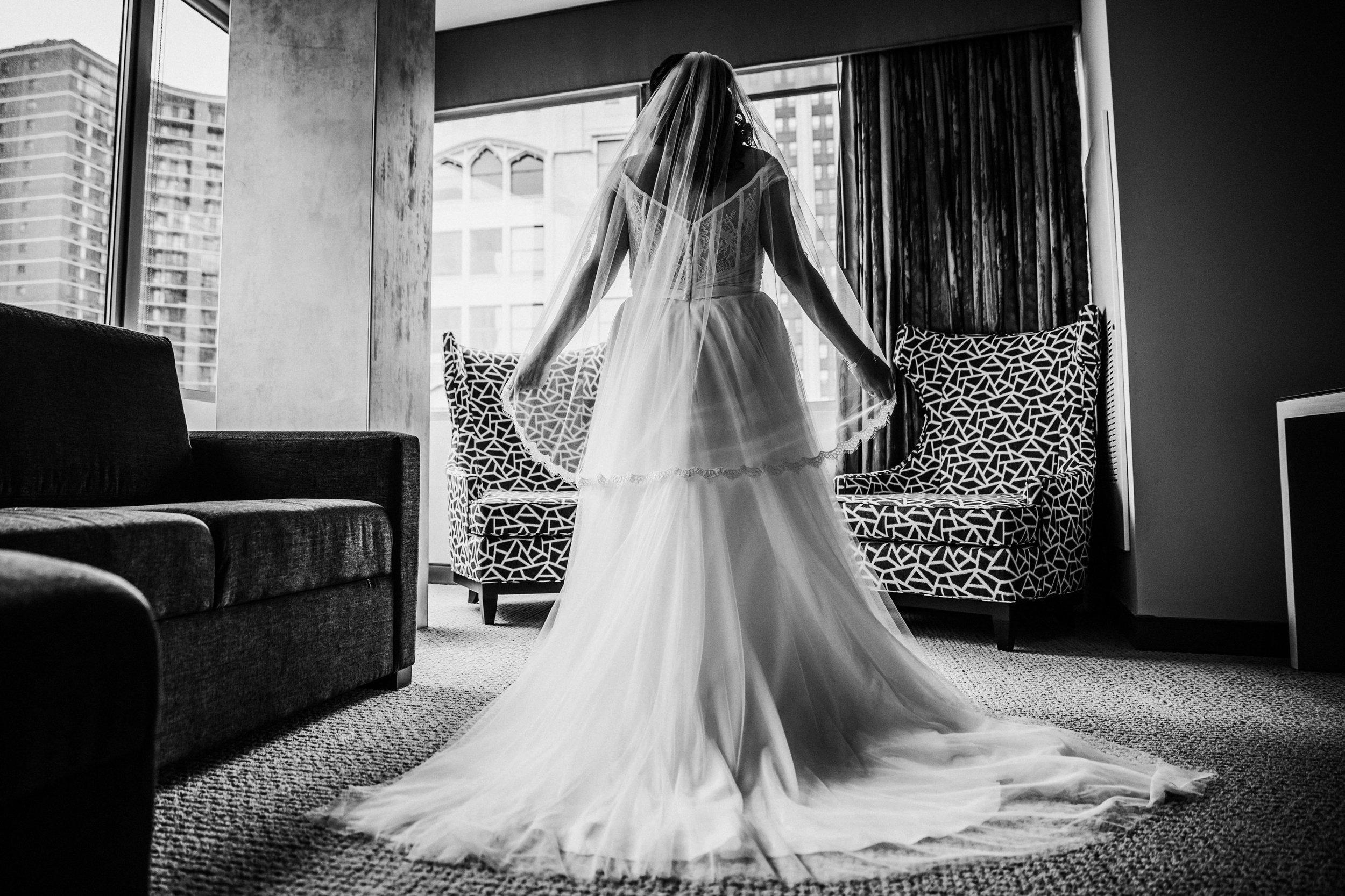 JennaLynnPhotography-NJWeddingPhotographer-Philadelphia-Wedding-ArtsBallroom-GettingReadyBW-96.jpg